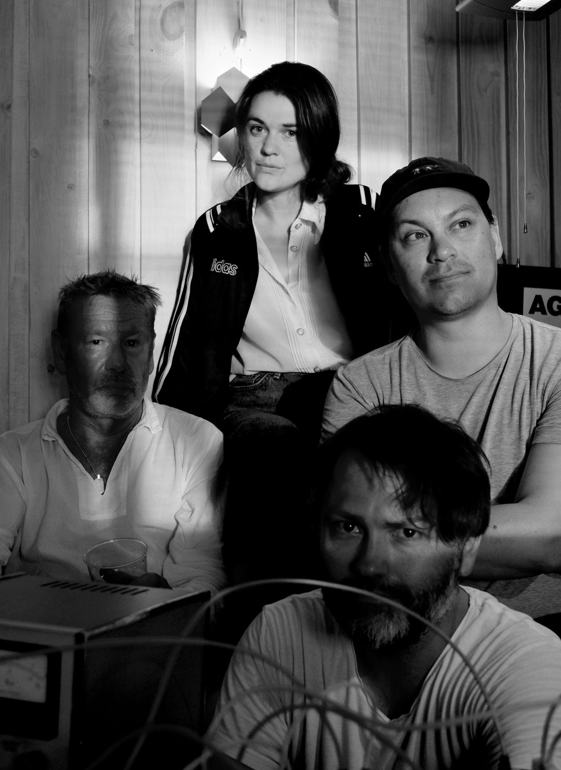 ERFARNE: Uur Lang Droog har spilt på Nattjazz og Oktoberfest tidligere. Her er Tomas Espedal, Sara Bruteig Olsen, Omar Johnsen og Robert Jønnum, som er fire av de ni som skal spille lørdag.