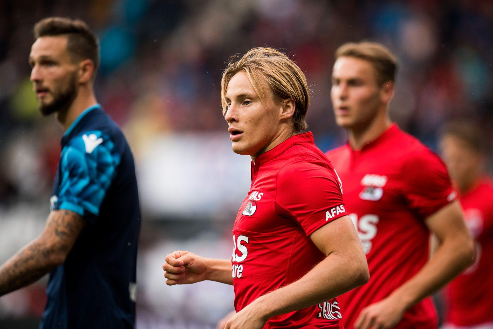 FAST HØYREBACK: Jonas Svensson i aksjon for AZ mot Vitesse Arnhem.