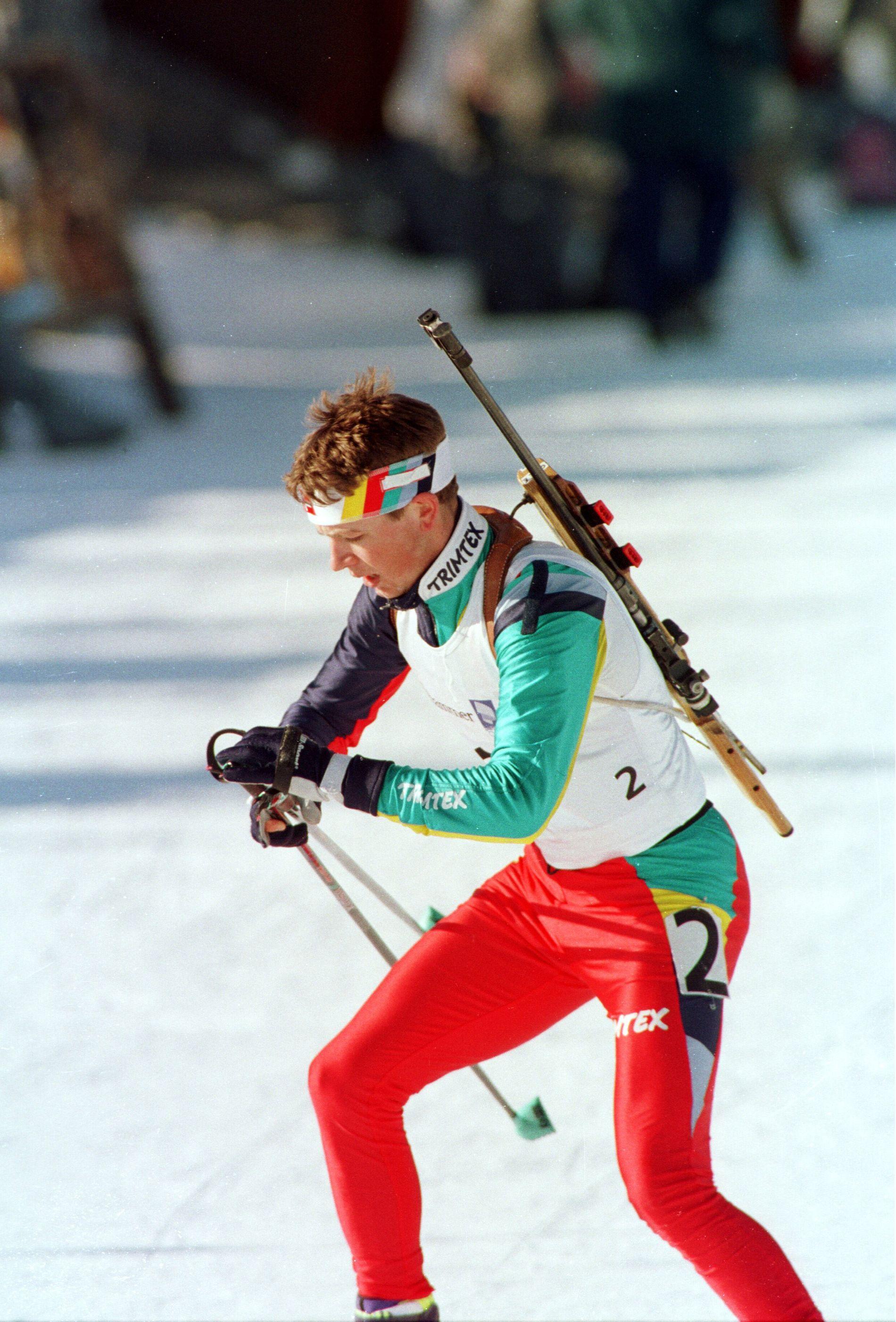 Ole Einar Bjørndalen var en overraskelse i OL-troppen i 1994. Her er en purung Bjørndalen i aksjon på sprinten, der han ble nummer 28.