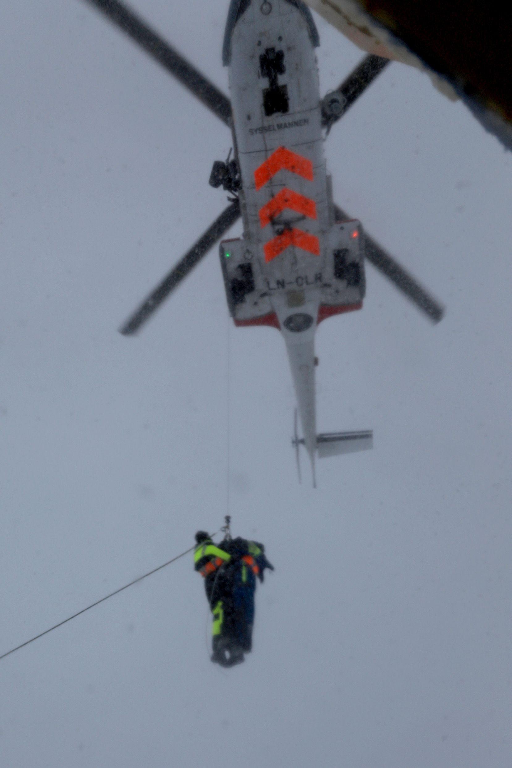 Passasjerene som var om bord i MS Malmö, ble fraktet til Longyearbyen. Foto: Sindre Kinnerød / NTB scanpix