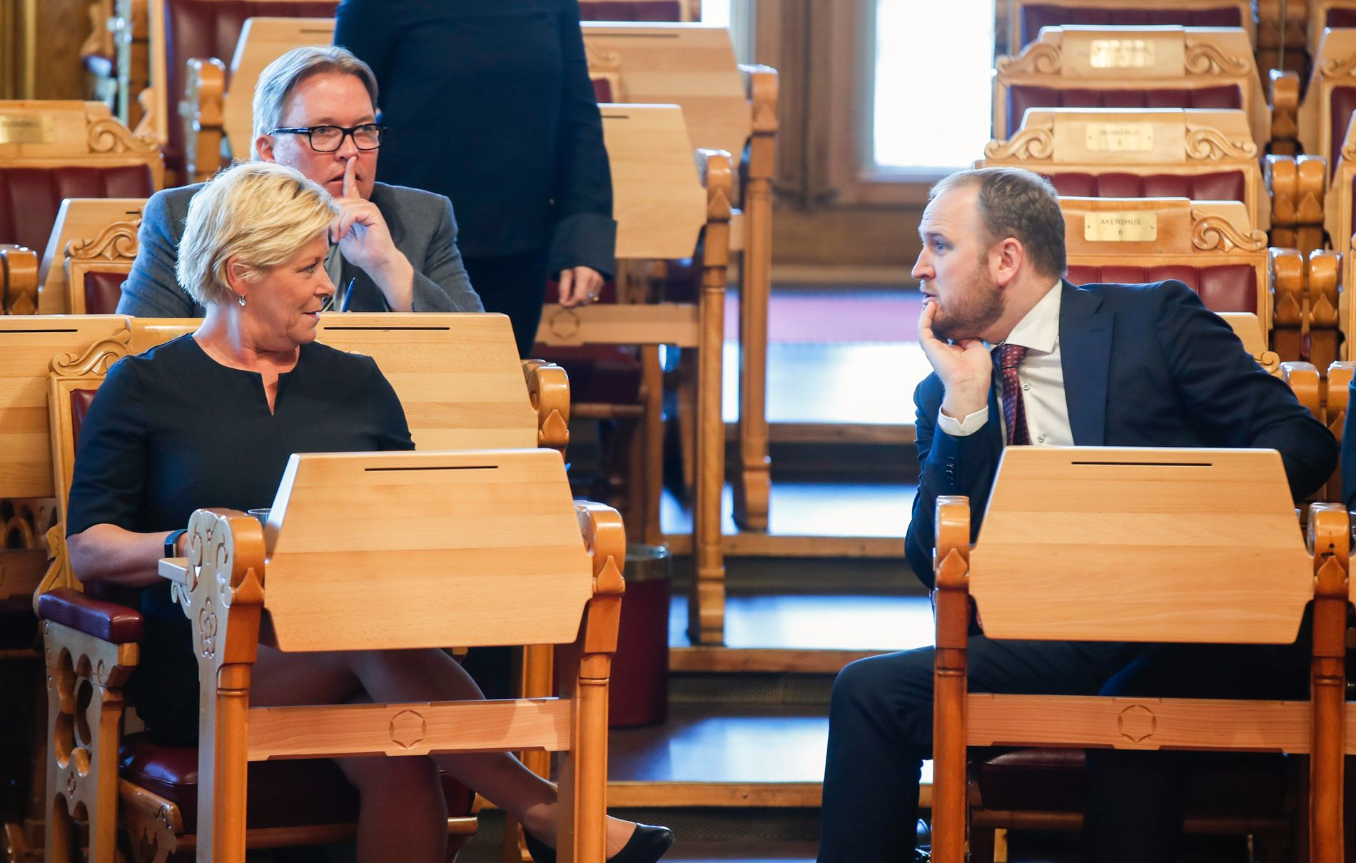 Finansminister Siv Jensen, samferdselsminister Jon Georg Dale sammen med Sverre Myrli (Ap) i den muntlig spørretime på Stortinget. Foto: Vidar Ruud / NTB scanpix
