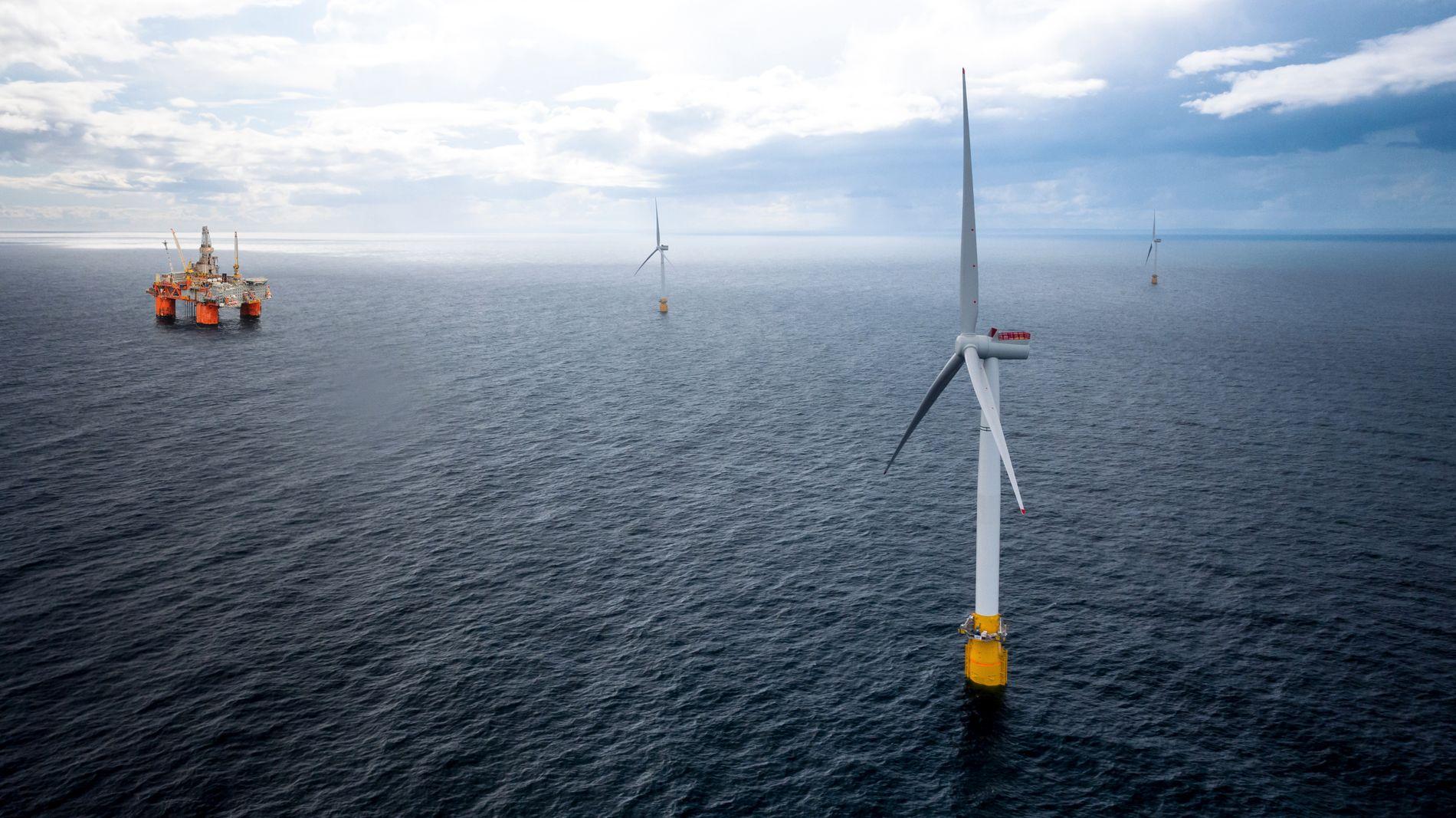 FREMTIDEN: Equinor planlegger vindturbiner i Tampen-området i Nordsjøen. Flytende vindmølleparker kan gi en ny fremtid til leverandørindustrien (Illustrasjon: Equinor).