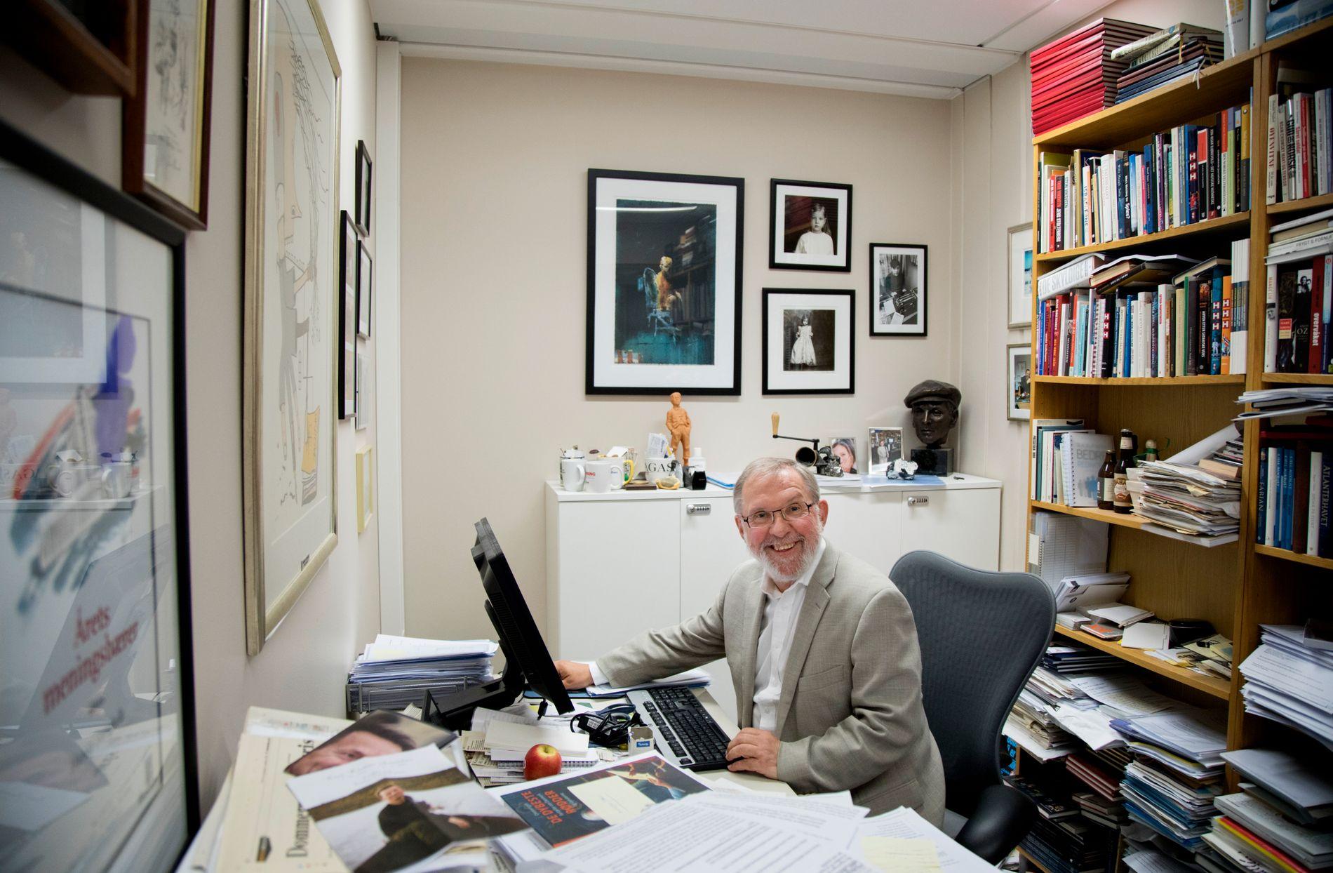 LUKKET LANDSKAP: Redaktør Harald Stanghelle på sitt kontor tirsdag formiddag.