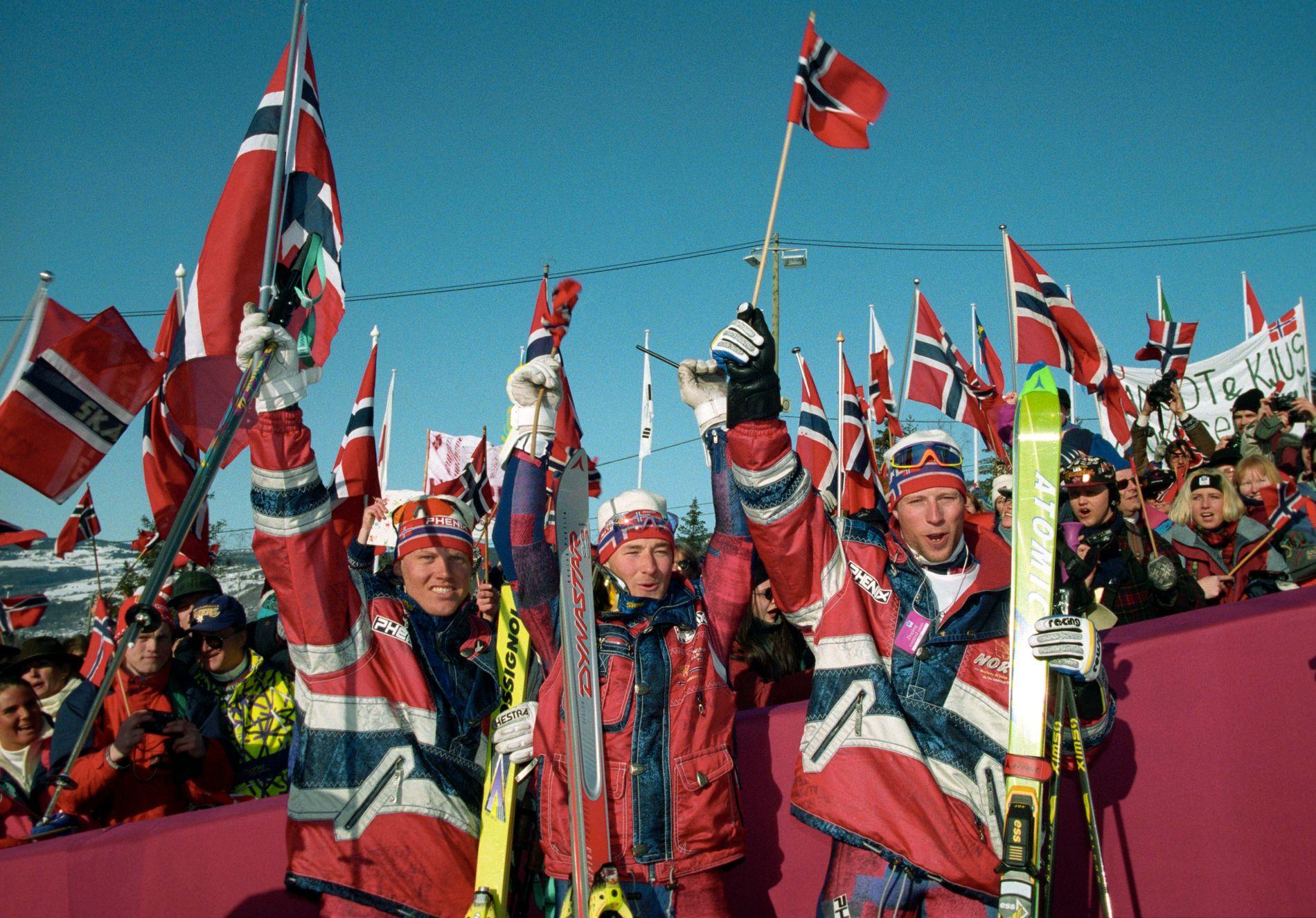 GULLFEST: Prisen for vinter-OL på Lillehammer i 1994 var 7,5 milliarder kroner. Det ble trippel norsk seier i alpint, med gull til Lasse Kjus (t.h), sølv til Kjetil André Aamodt (midten) og bronse til Harald Chr. Strand Nilsen.