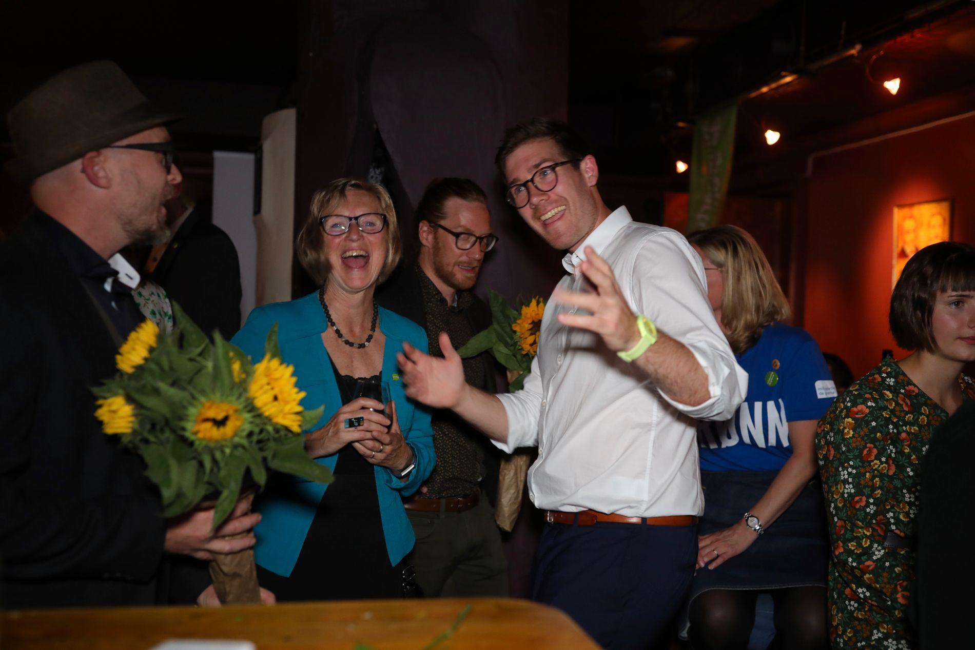 LISTETOPP: Andrekandidat Mona Høgli og førstekandidat Thor Haakon Bakke på MDGs valgvake.