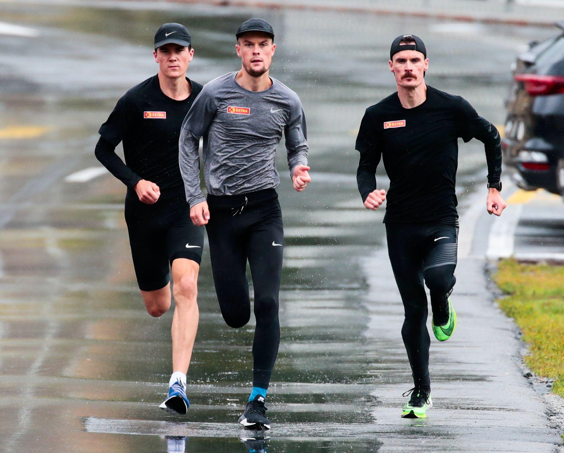 Jakob (til venstre), Filip (midten) og Henrik Ingebrigtsen på samling i St. Moritz tidligere i høst.