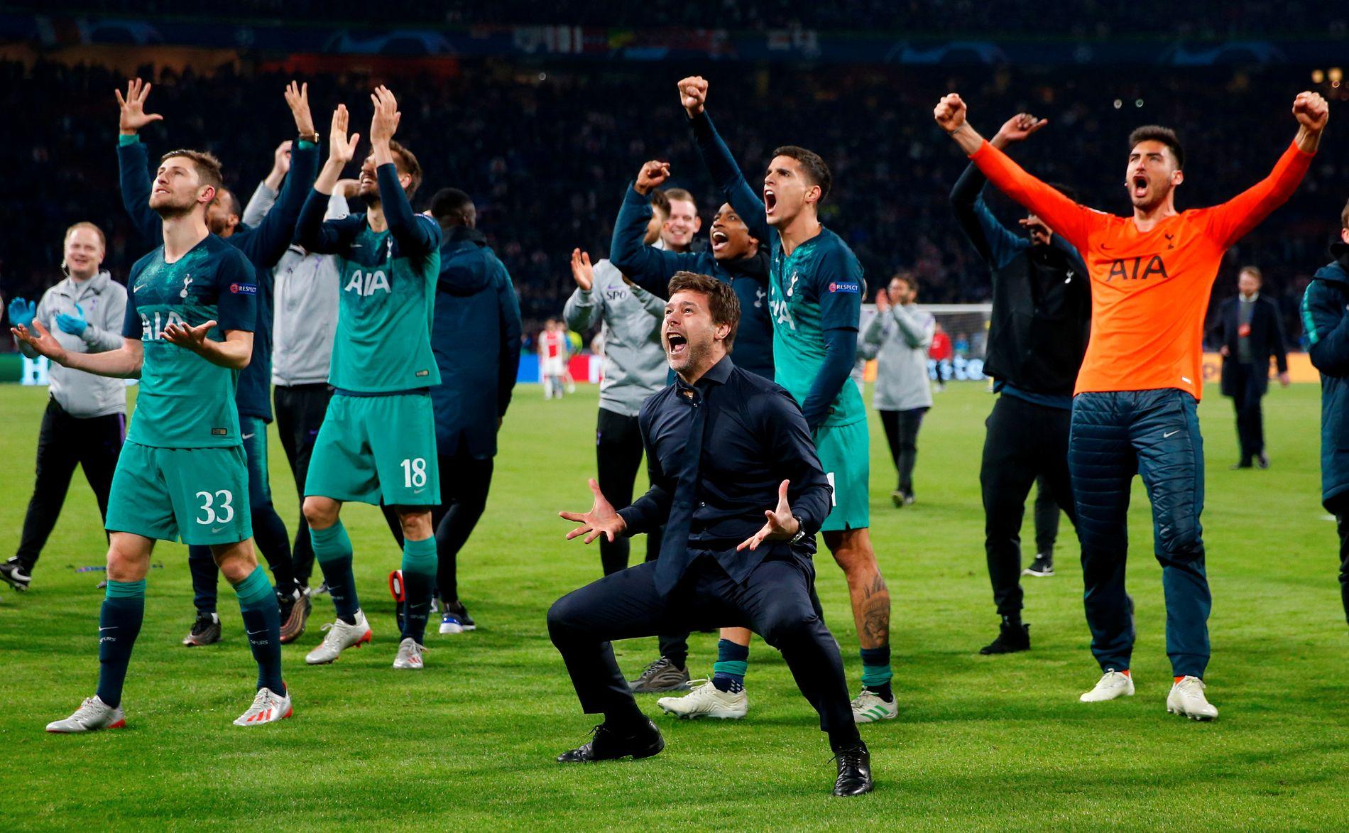 Mauricio Pochettino var sentral i de enorme jubelscenene etter Tottenhams triumf i Amsterdam.