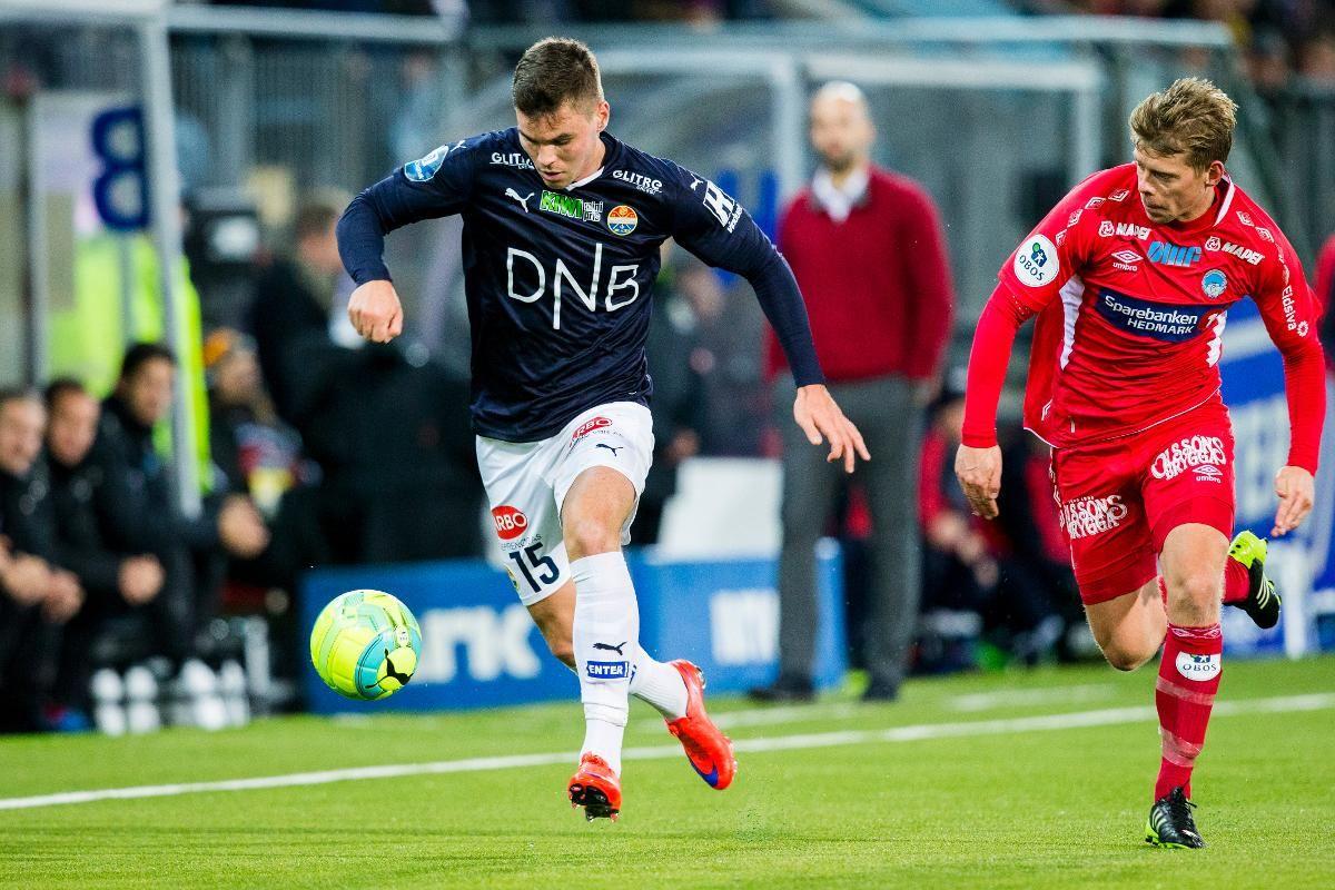 Jørgen Richardsen spilte en god kamp i semifinalen mot Strømsgodset i Drammen. Her løper han etter Kristoffer Tokstad i oppgjøret.