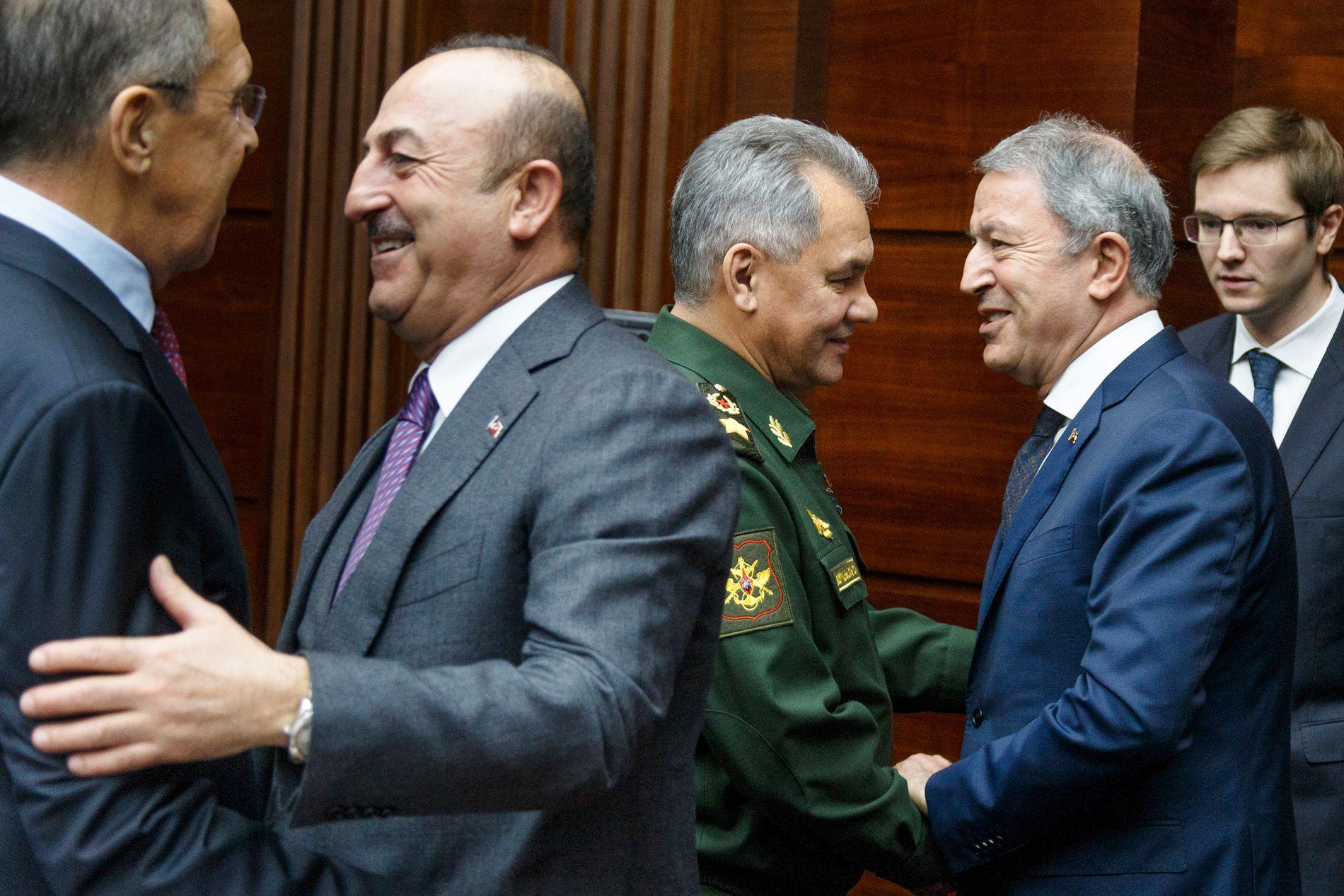 LØRDAG: Russland og Tyrkias utenriksministere Sergej Lavrov og Mevlut Cavusoglu, samt forsvarsministerne Sergej Sjoigu og Hulusi Akar møttes i Moskva lørdag.