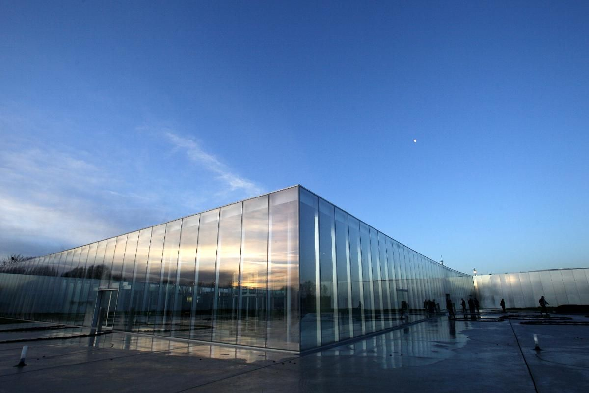 LOUVRE I LENS: Den nordfranske byen Lens hadde ikke så mange attraksjoner å by på før Louvre åpnet Louvre-Lens i slutten av 2012. (Foto: Michel Spingler / AP / NTB scanpix)