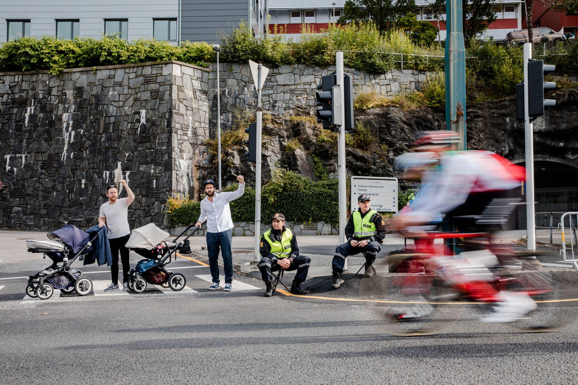 VALGETS KVAL: Valget av barnevogn er visstnok blant de viktigste valgene en kommende far kan ta. Her er to fedre med barnevogn under sykkel-VM i Bergen.