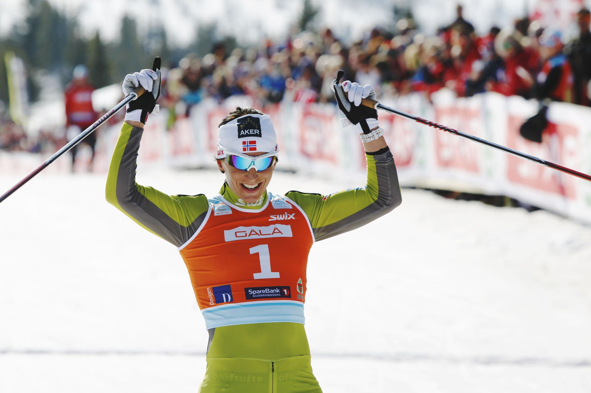 VANT IGJEN: Marit Bjørgen slo Therese Johaug og sørget for en svært gjenkjennelig seierspall på NM-tremilen.