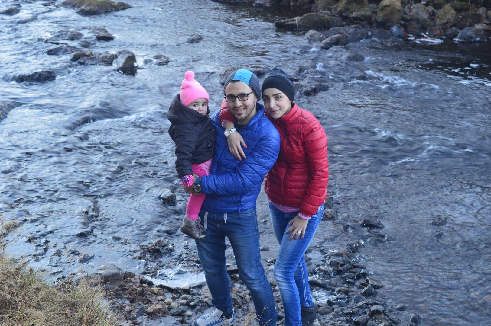 FLYKTET TIL BERGEN: Det var bare meg, min kone og vår datter. Da vi sto og så på vanndråpene som kom ned fra himmelen, begynte et nytt kapittel i livet vårt, skriver Sam Ghali.