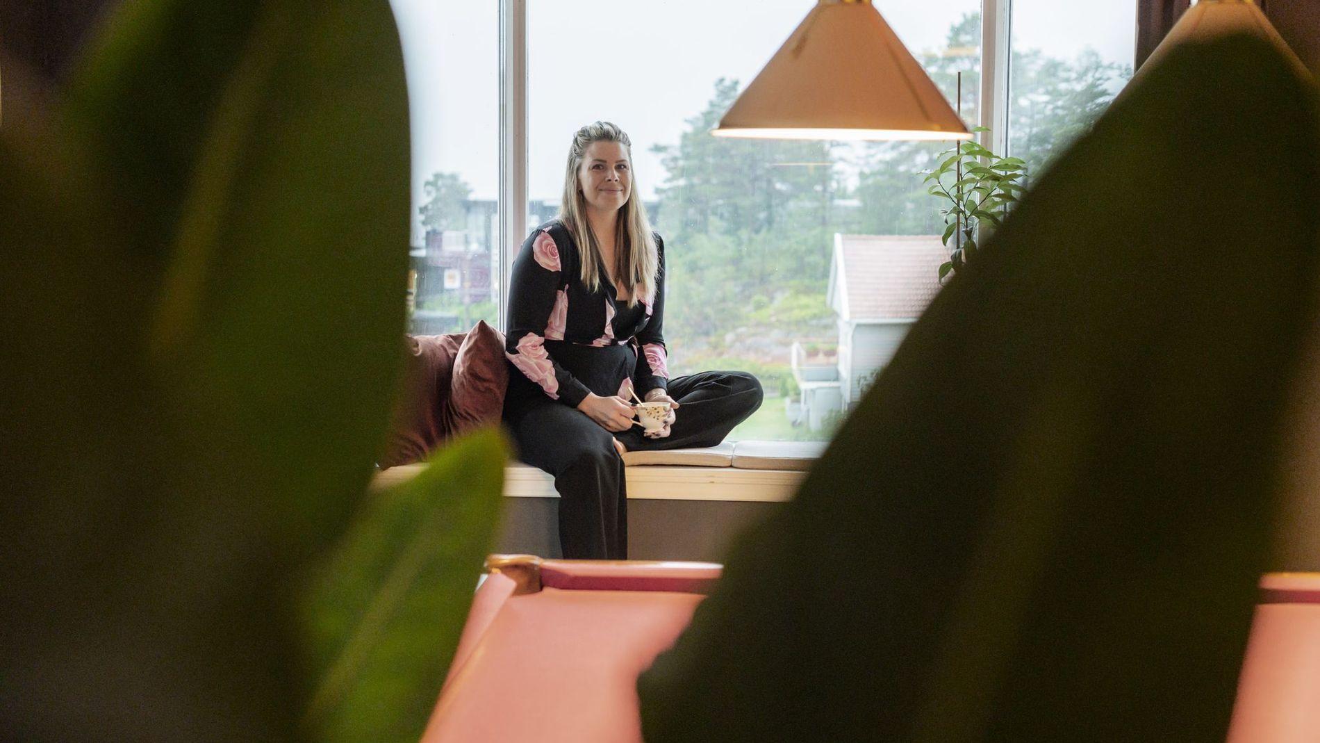 – Mange spør meg om plantetips og triks, men alle planter er veldig individuelle. Nøkkelen til å holde liv i plantene dine, er å bli godt kjent med hver og en av dem. Finn ut hvordan de lever i det fri. Det kan hjelpe, sier Belinda Jakobsen, som står bak podkasten Plantepodden med gartner Morten Bragdø.