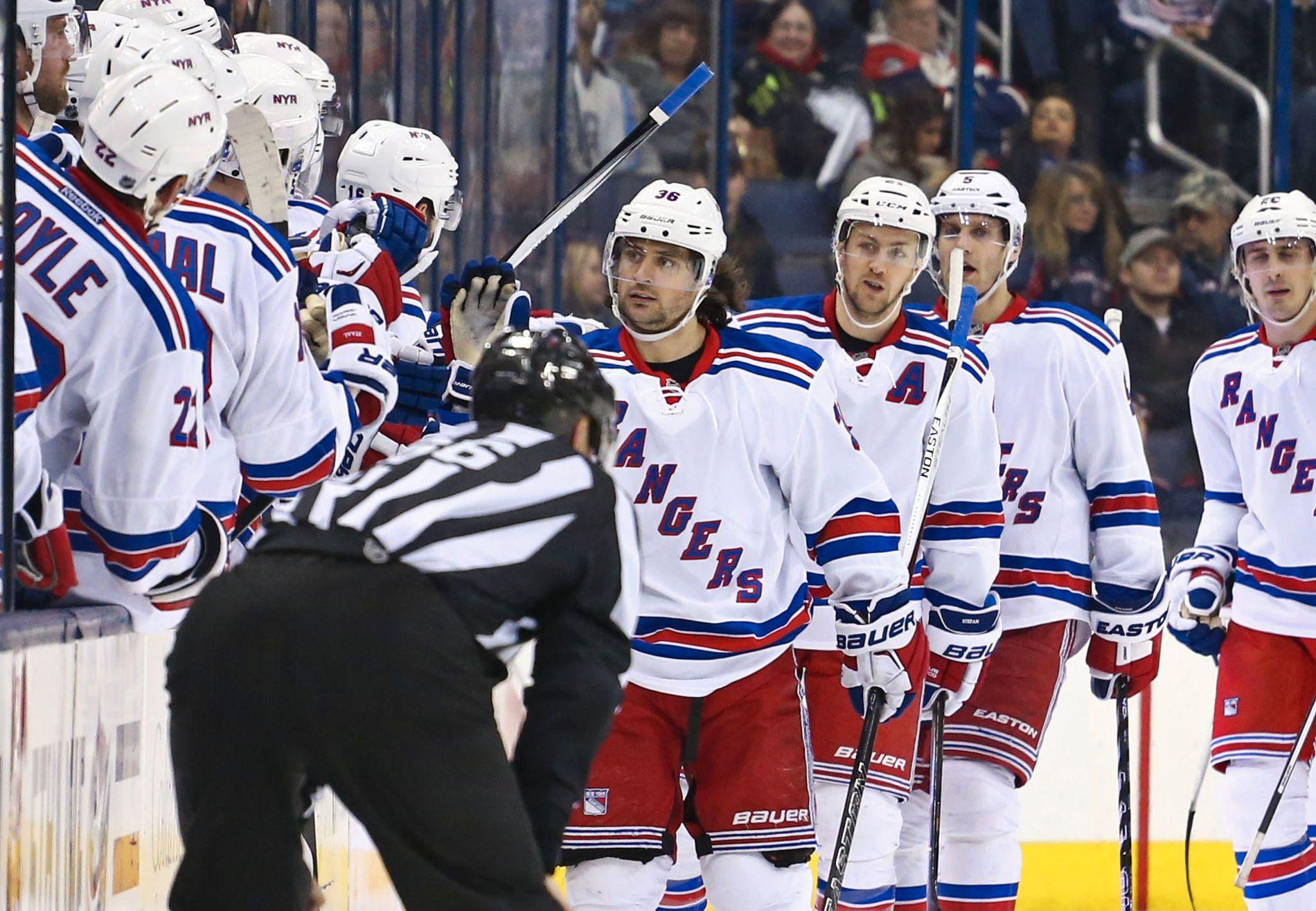 Mats Zuccarello (foran) og New York Rangers skal igjen møte Pittsburgh Penguins i NHL-sluttspillet.