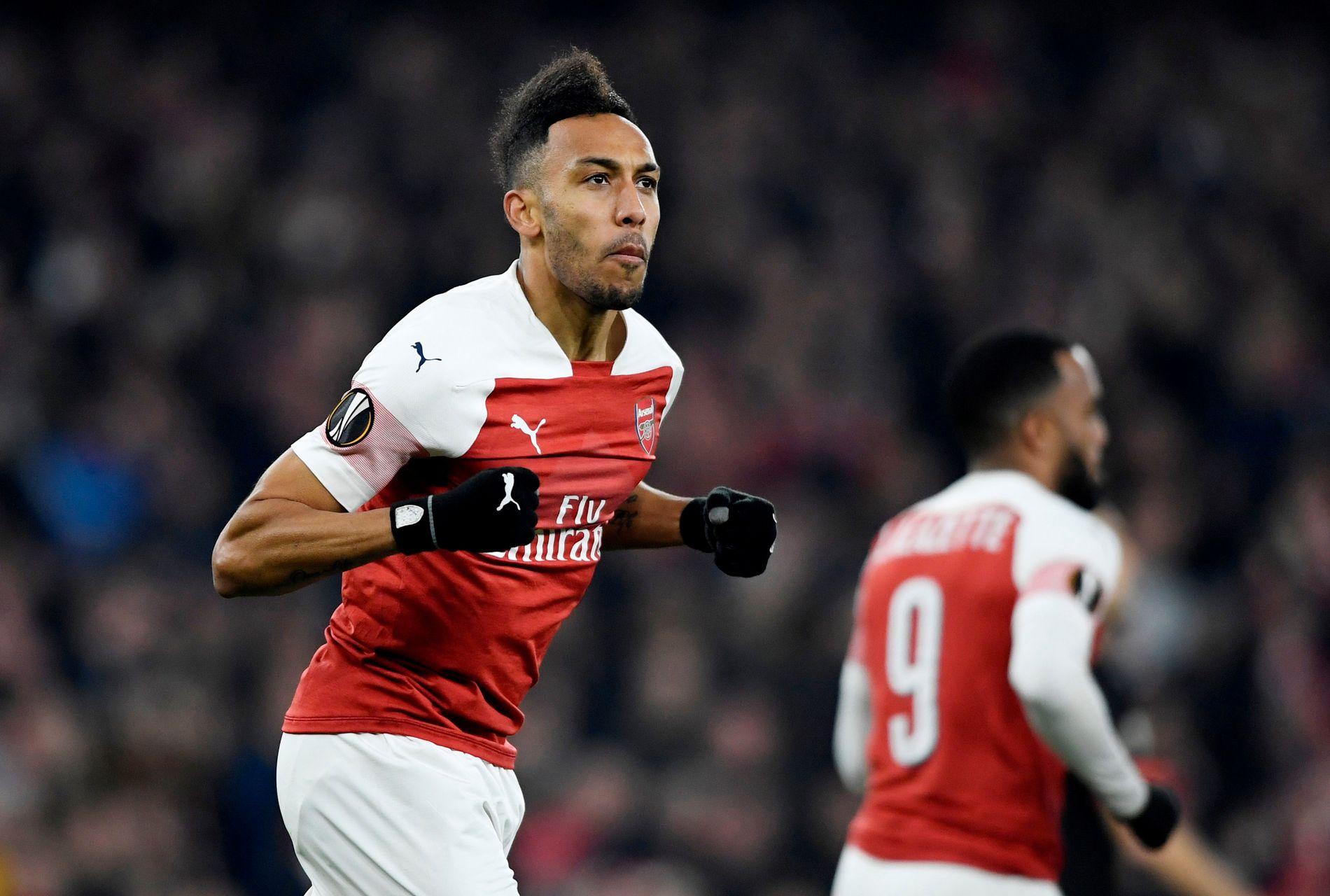 GOD: Pierre-Emerick Aubameyang feirer Arsenals første mål mot Rennes.