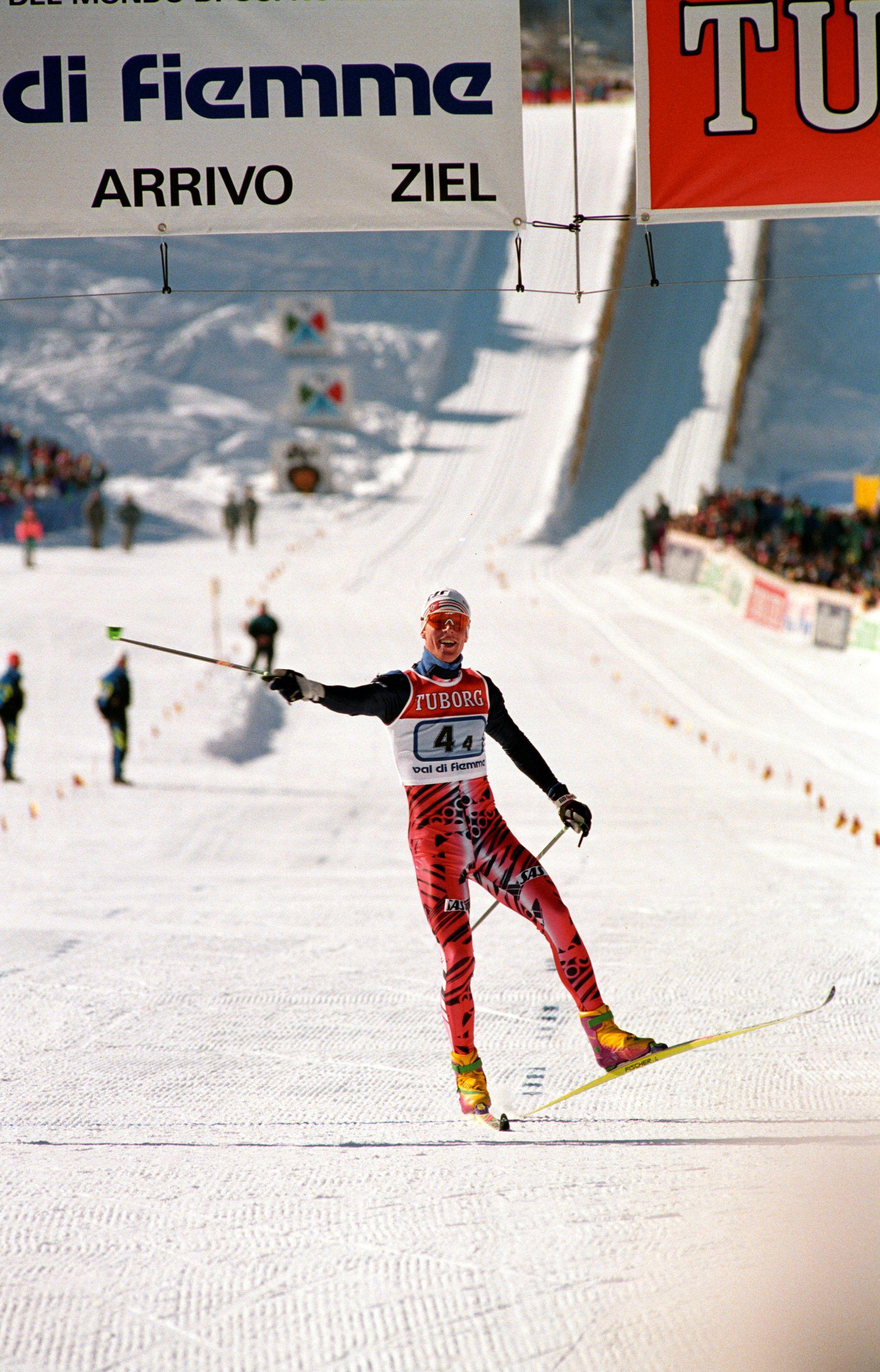 Bjørn Dæhlie går alene i mål i 1991. Da hadde Øyvind Skaanes lagt et godt grunnlag på første etappe.