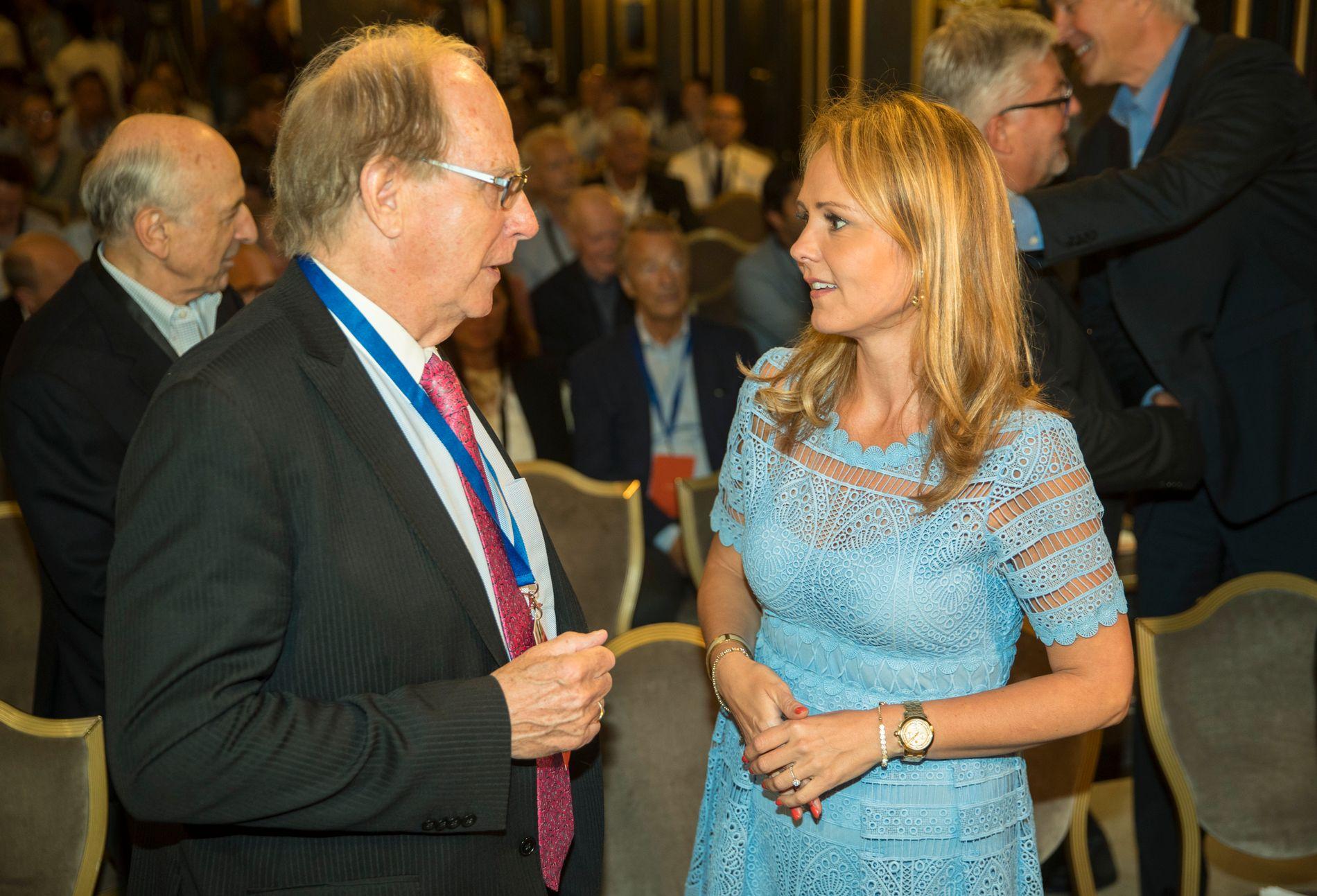 Linda Hofstad Helleland (t.h.). Her sammen med mannen som skrev rapporten om institusjonalisert doping i Russland, jusprofessor Richard McLaren.