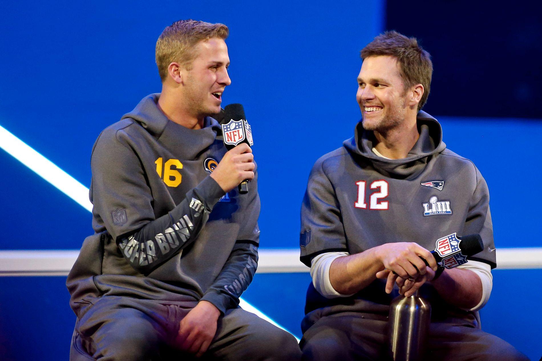 Disse to kommer til å spille hovedrollene i helgens Super Bowl. LA Rams-quarterback Jared Goff (24) og New England Patriots' Tom Brady (41).