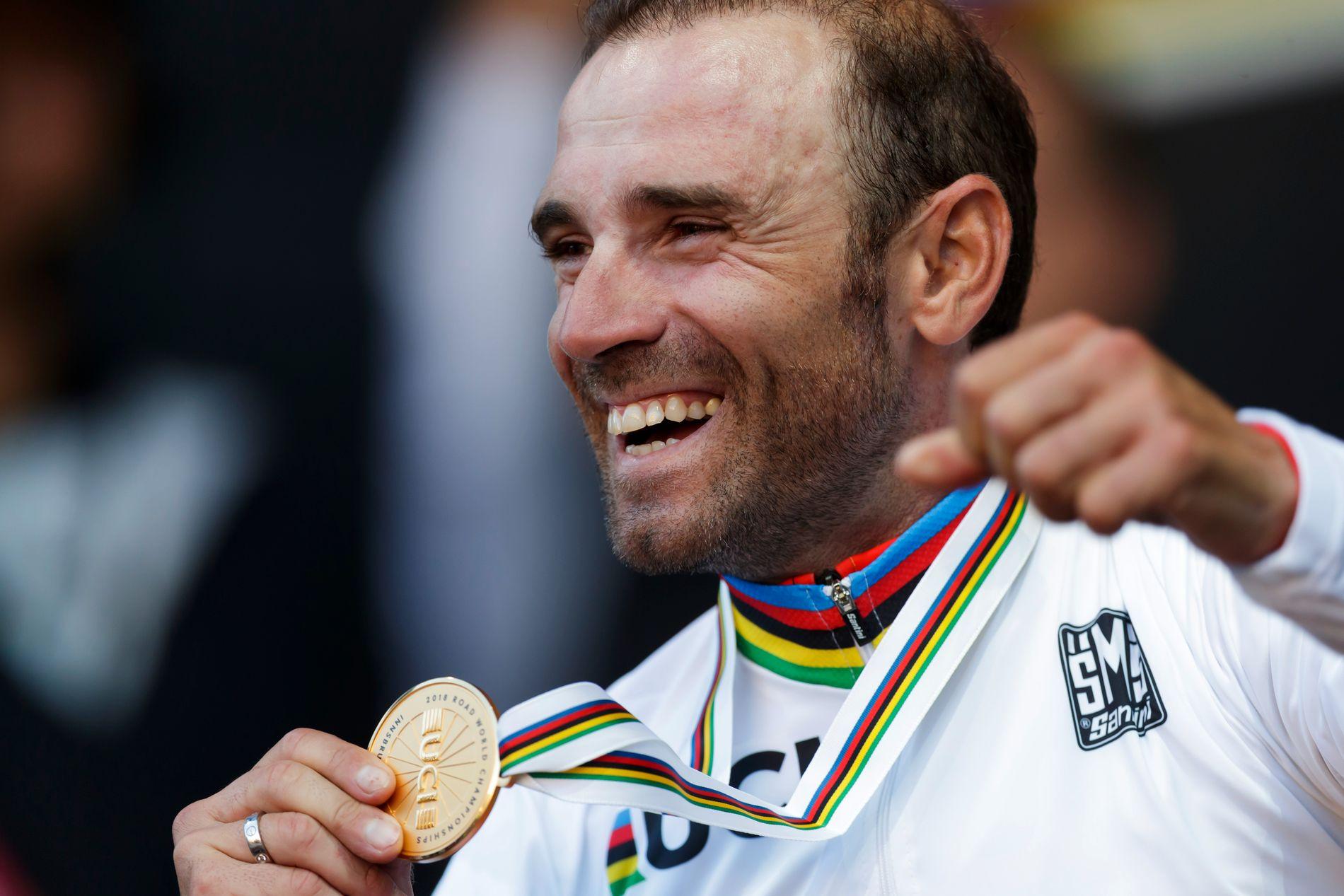 Her er en overlykkelig Alejandro Valverde med gullmedaljen.