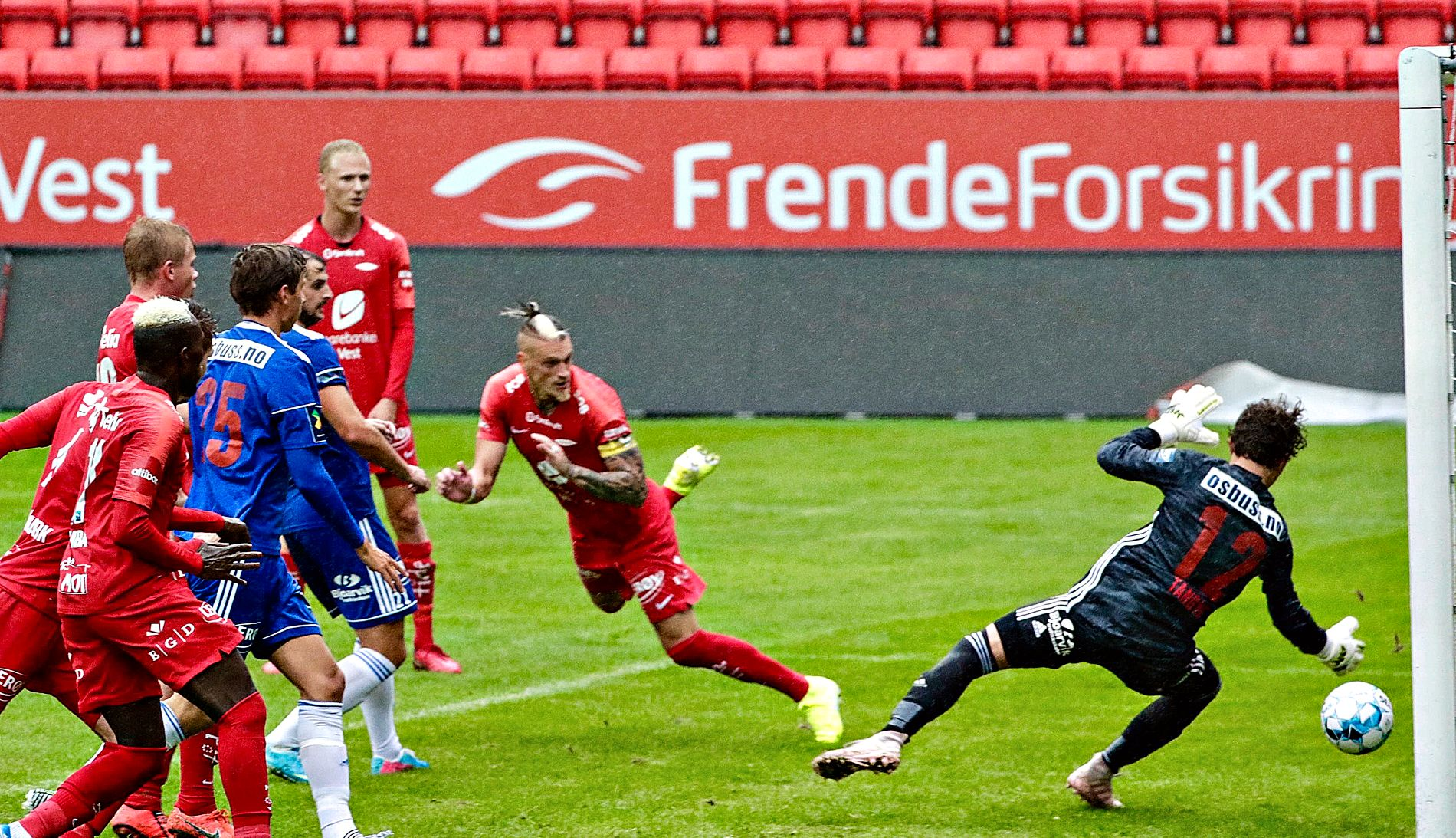 – RART: Erik Huseklepp forstår ikke hvorfor Brann måtte møte Lysekloster i treningskamp i oppladningen til Mjøndalen-kampen. Ballspark-eksperten mener det gikk ut over flere treningsdager.