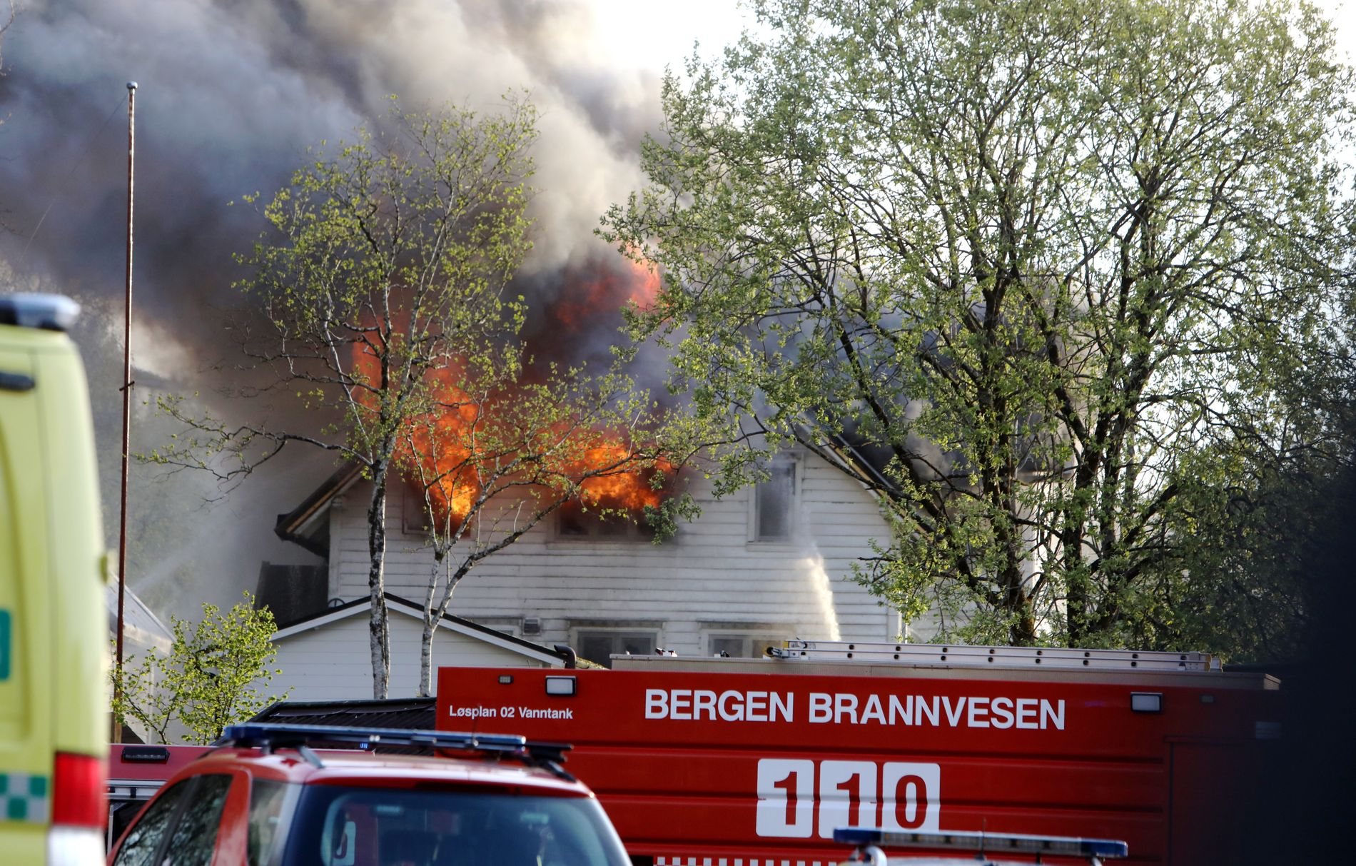 TRIST: – Det ser ut som det blir totalskadet. Det er trist for alle, sier Bjørn Arne Øvrebø i Skjold speidergruppe som holdt til i andre etasje i bygget.