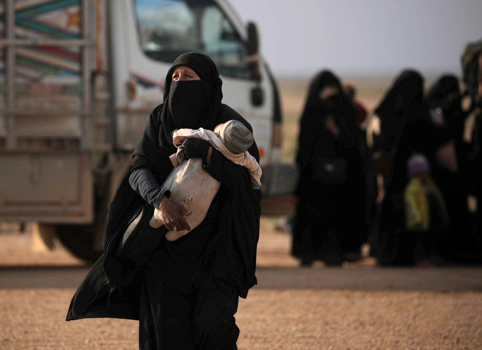 HVA MED BARNA? Hva skal skje med fremmedkrigerne nå som IS er utmanøvrert. Skal de få komme «hjem»? Skal de straffes der de er? Og hva med barna, spør kommentator Eirin Eikefjord.