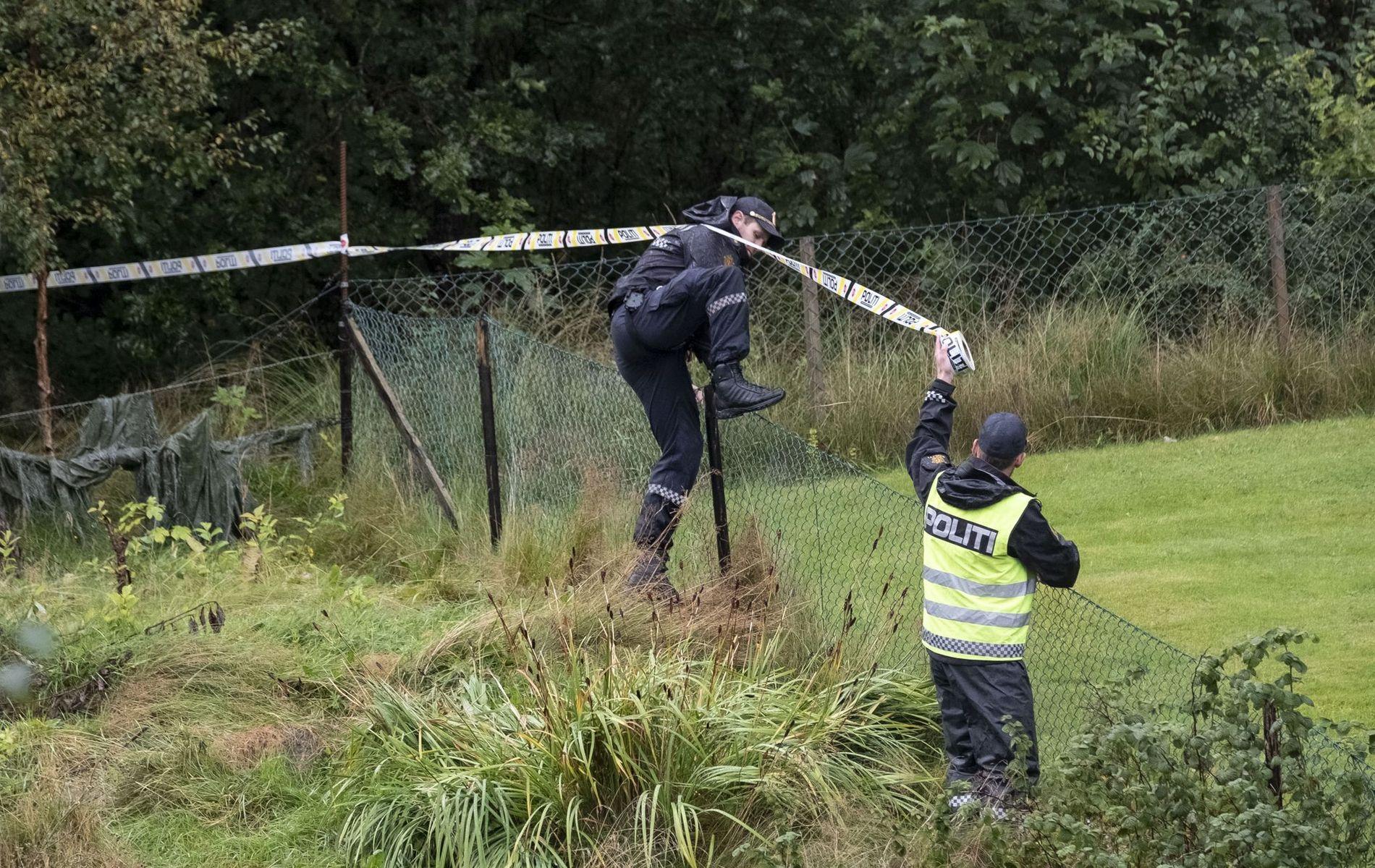 BOLIGHUS: Politiets bombegruppe fra Oslo og eksperter fra Forsvaret er på stedet.