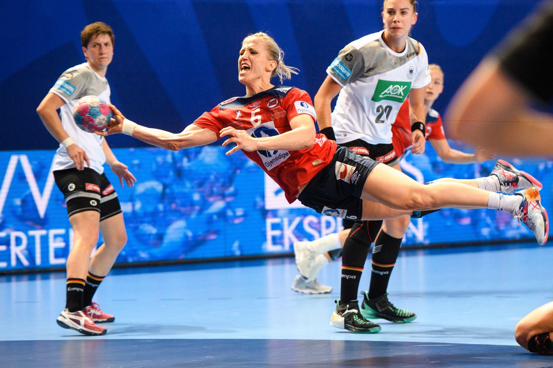 Heidi Løke var som vanlig sterk fra streken de gangene hun fikk ballen. Løke scoret fem mål.