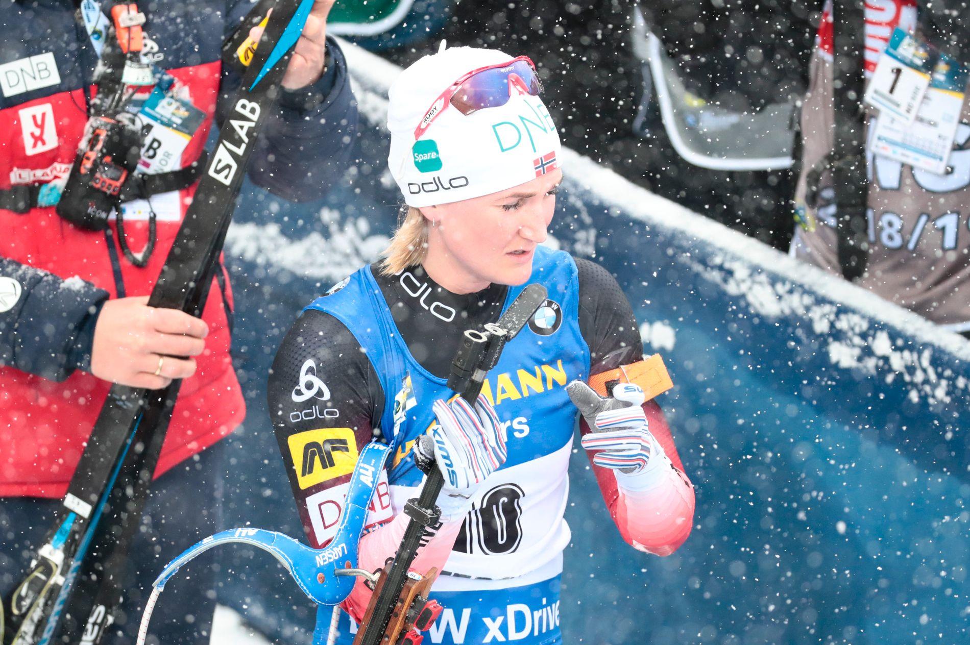 Marte Olsbu Røiseland var skuffet etter å ha skuslet bort sin siste mulighet til å ta individuell medalje i VM. Men til slutt måtte hun innrømme at det var stas å reise fra VM-byen med tre stafettgull.