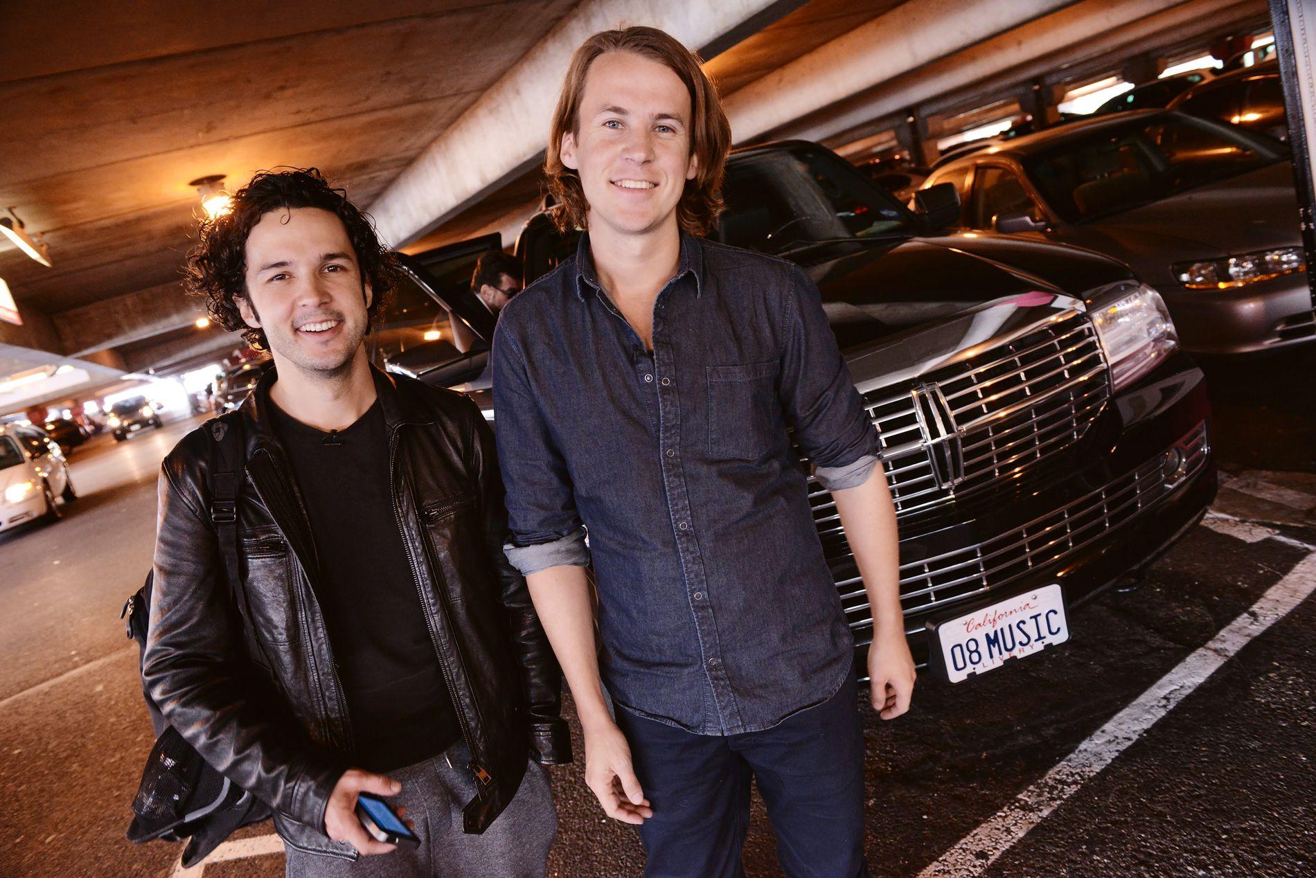 MUSIKERE: Vegard (til v.) og Bård Ylvisåker har inngått internasjonal platekontrakt med Warner Music.