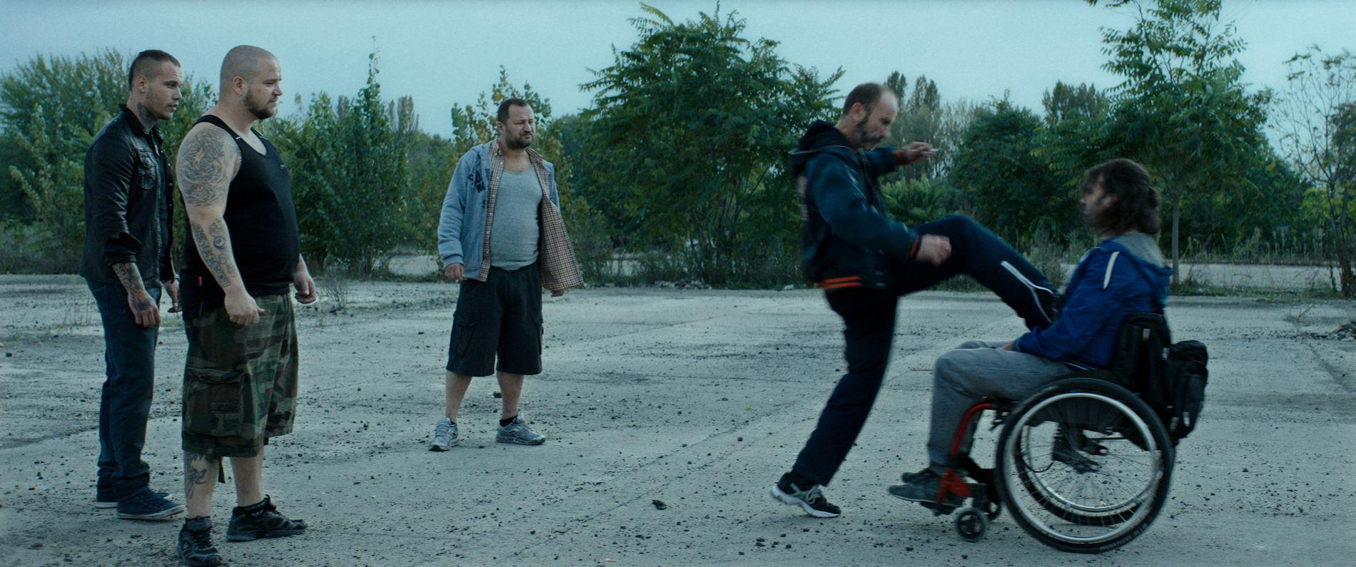 5f5fb374 B-FILM: «Kills on Wheels» låner fra og etteraper tradisjonell gangsterfilm,  men gir den en uventet vri. byoutline Filmweb