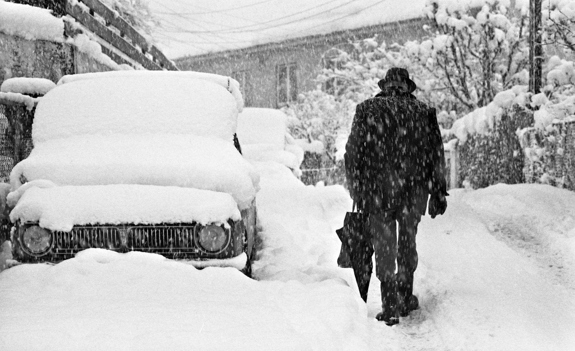 NEDSNØDD: Det snødde friskt i Bergen i slutten mars 1975.