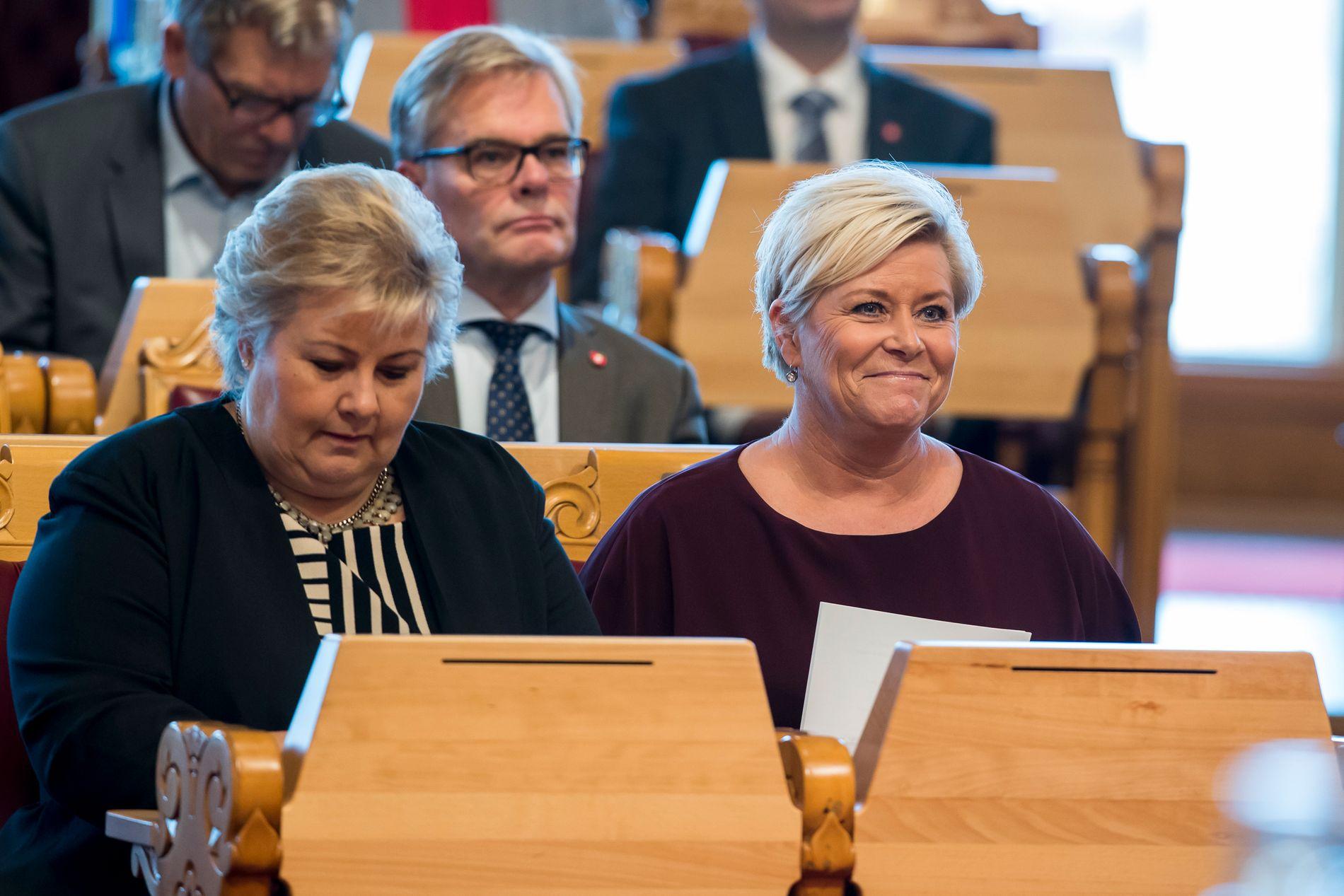 Statsminister Erna Solberg og finansminister Siv Jensen (Frp) kan begge glede seg over gode målinger. Foto: Heiko Junge / NTB scanpix