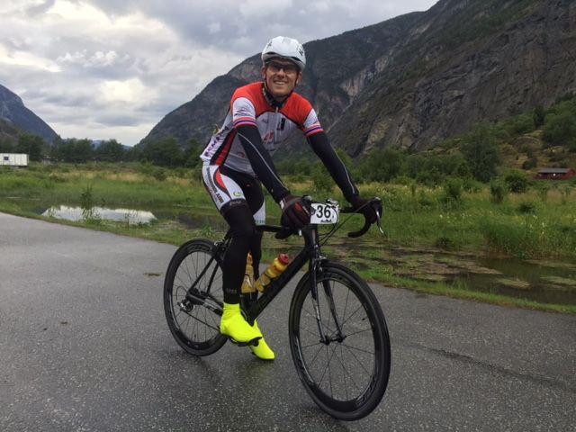 MERKELIG: Jeg setter store spørsmålstegn ved utformingen som er gjort for den nye gang- og sykkelveien i Salhusvegen, skriver Svein Glomnes.