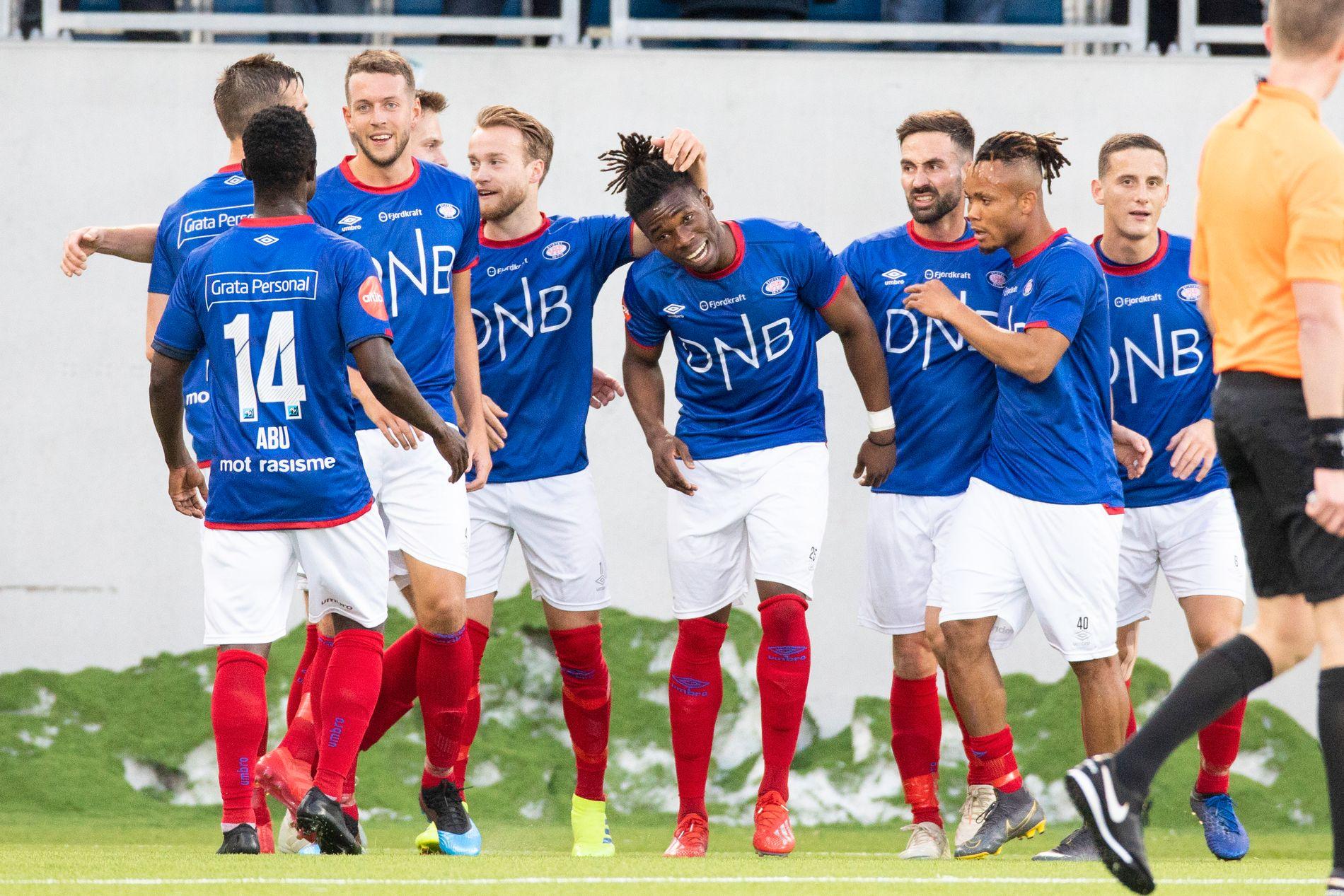 Vålerenga-spillerne etter 1–0-målet.