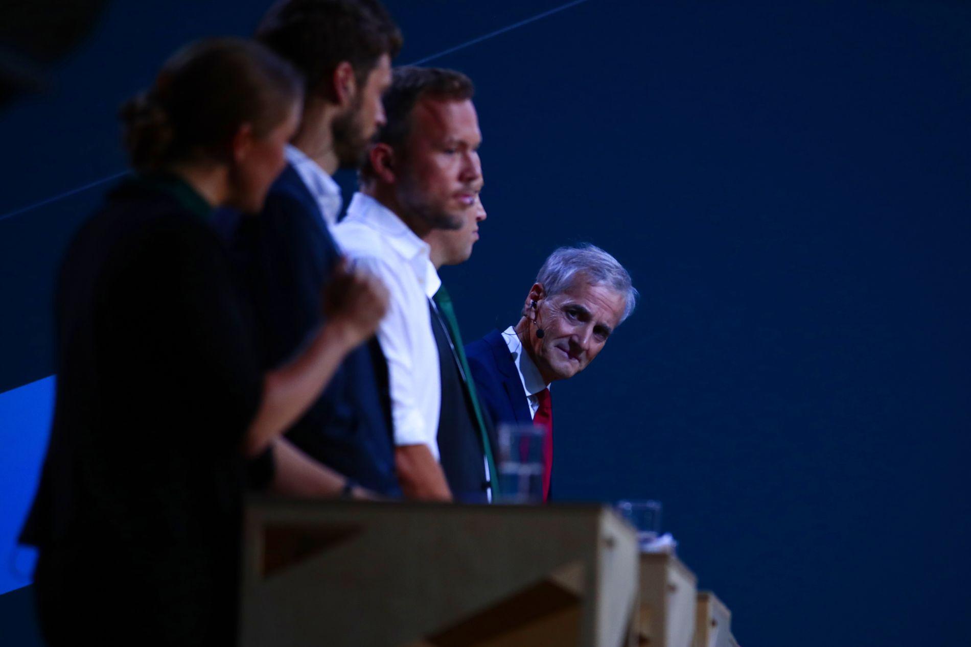 KOM TILBAKE: Støre forsvann lenge frå debatten, men fekk ei god avslutning då Kjell Ingolf Ropstad (KrF) inviterte til duell.