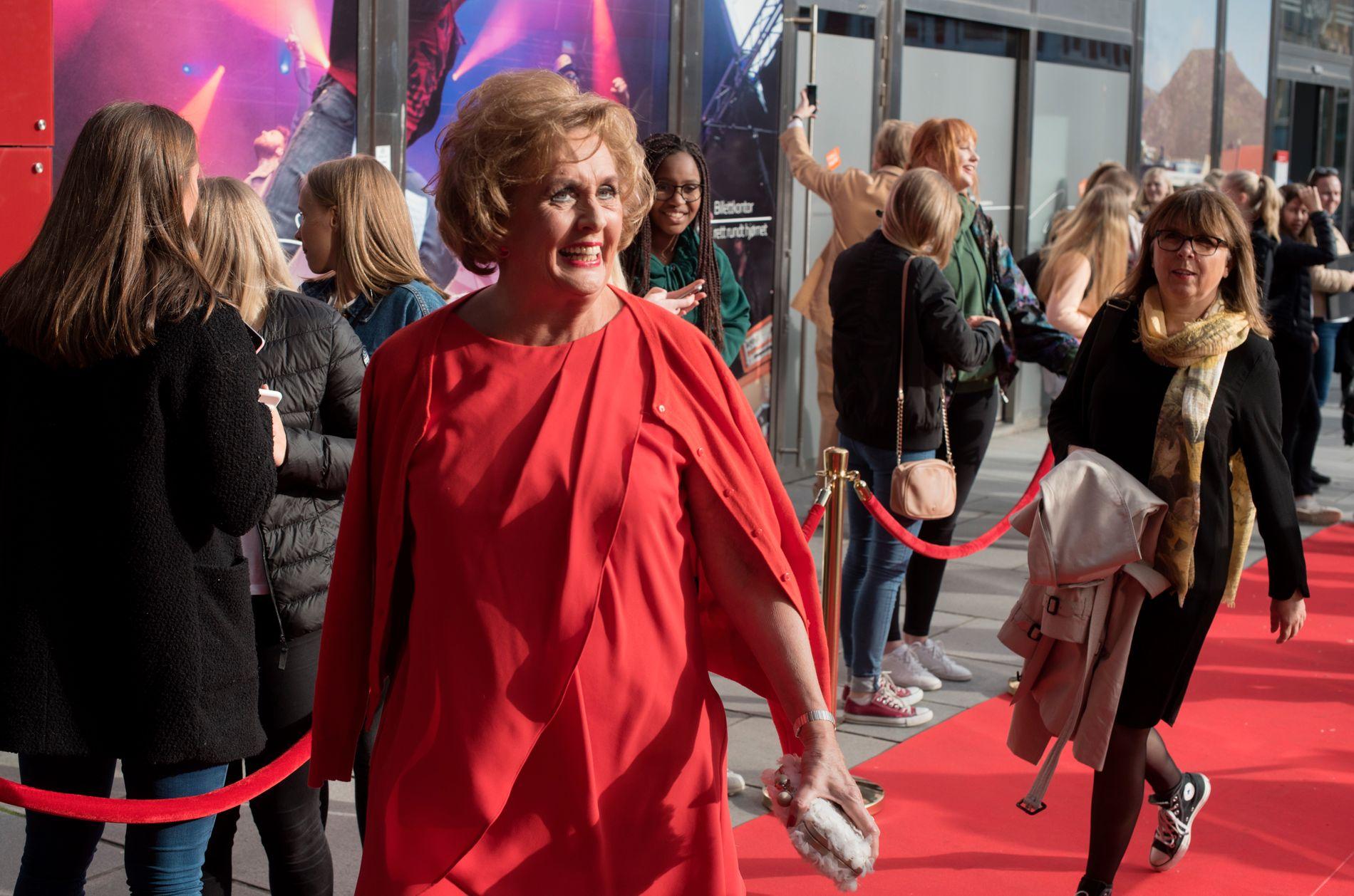 FLERE POLITIKERE: Tidligere ordfører Trude Drevland var blant dem som møtte opp for å få med seg prisvinnerne under Gullruten. Også kulturminister Linda Hofstad Helleland var å se i løpet av kvelden.