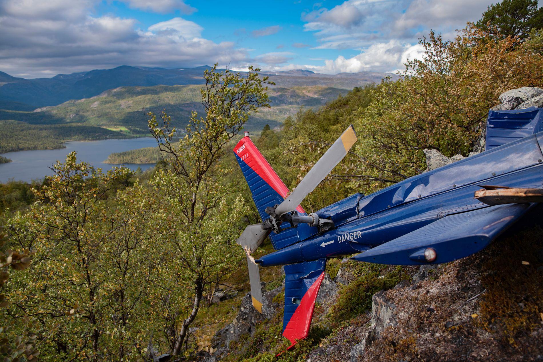 Vraket av helikopteret som lørdag havarerte i en fjellside i Alta kommune. Seks personer omkom i ulykken. Foto: Tom Skoglund / Altaposten / NTB scanpix