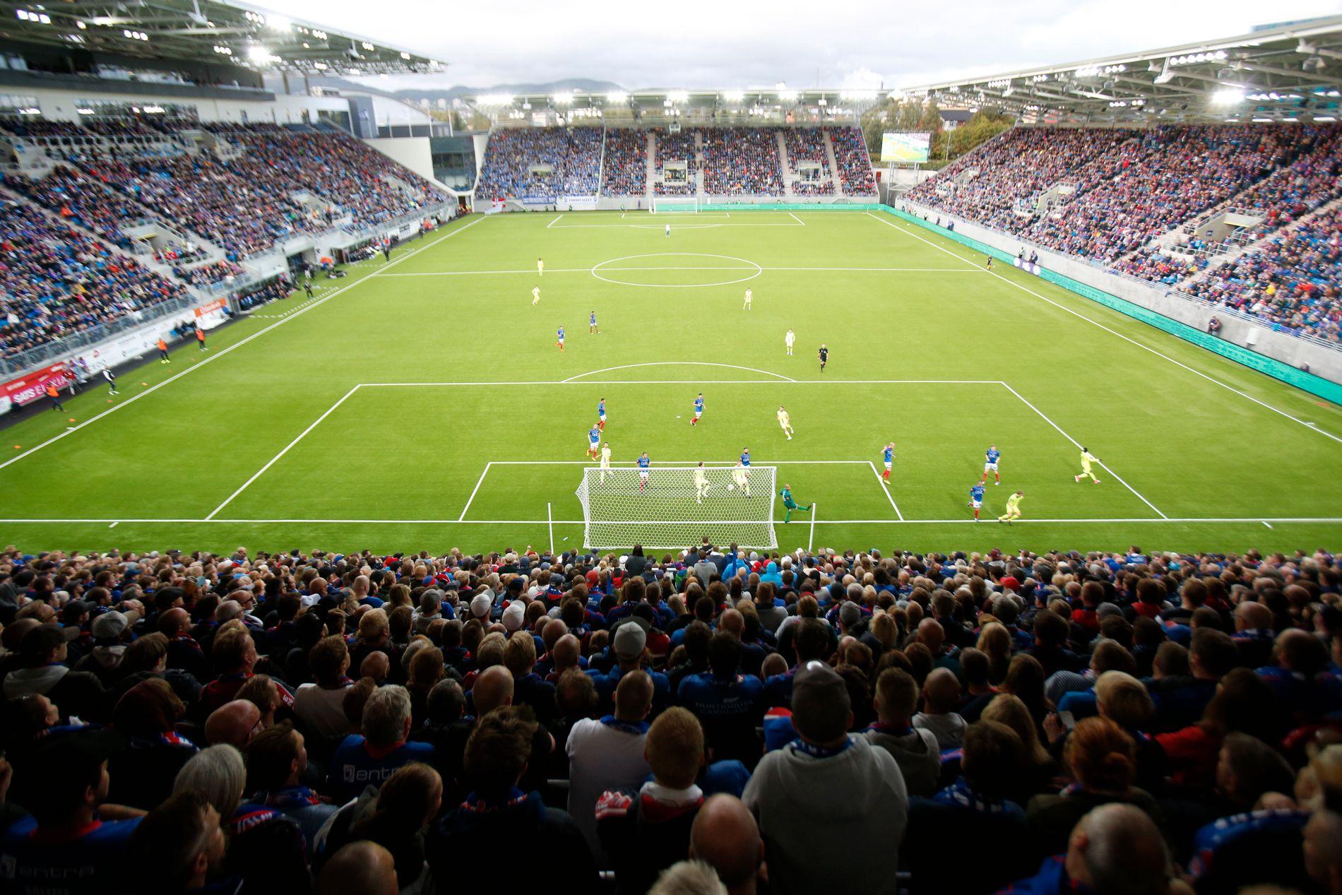 Fullt hus og kjempestemning på Vålerengas nye stadion. I hvert fall frem til Sarpsborg tok ledelsen.