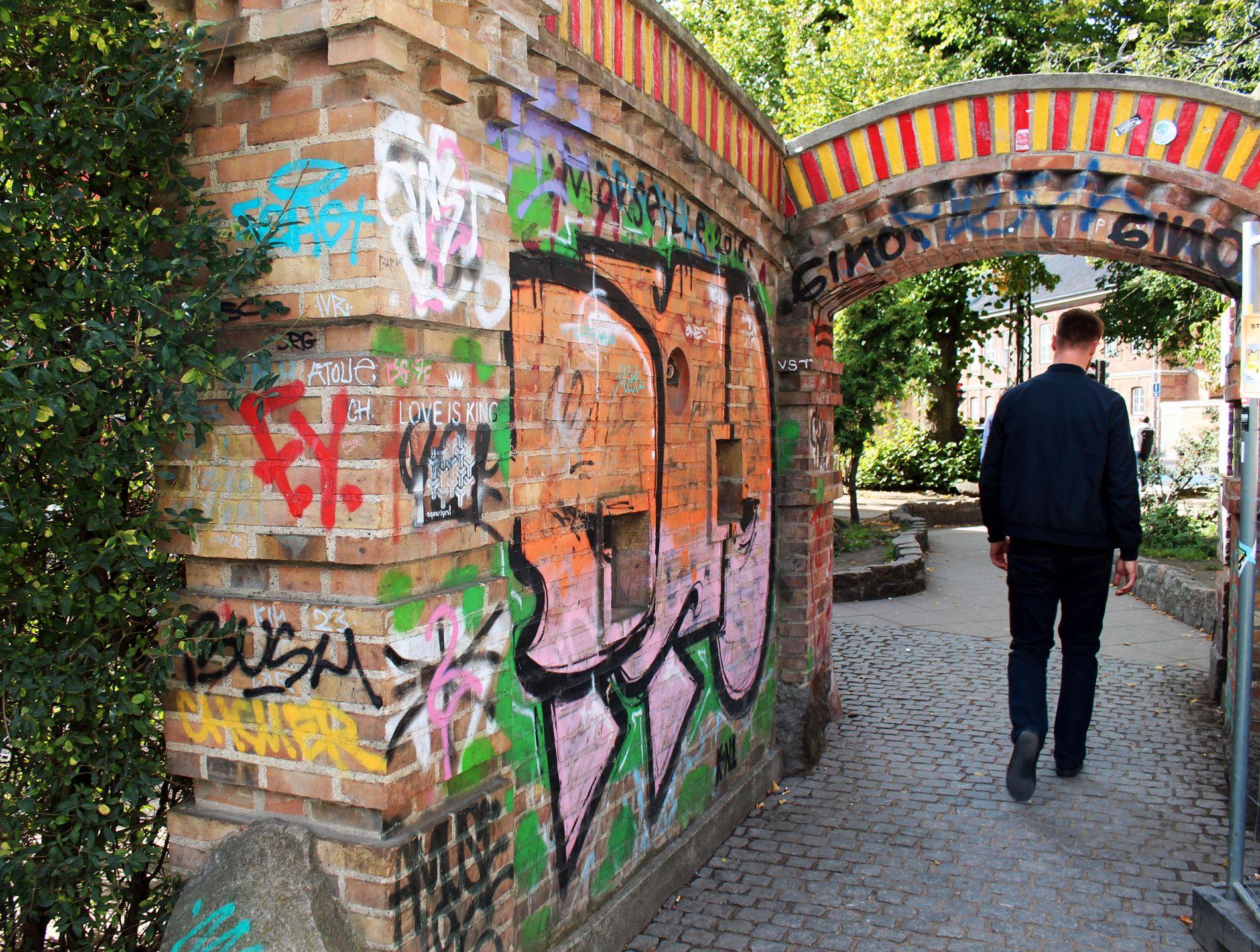 FRISTADEN: Christiania, som ble grunnlagt i 1971, er en av byens største attraksjoner med over en halv million turister innom årlig.