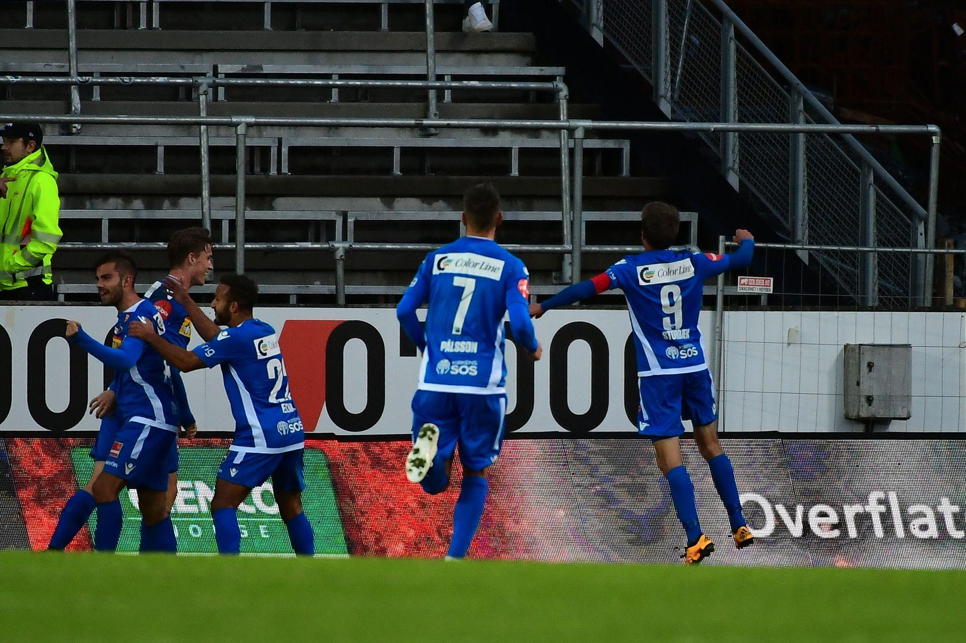 Her jubler Sandefjord-spillerne etter Håvard Storbæks 1–0-scoring.