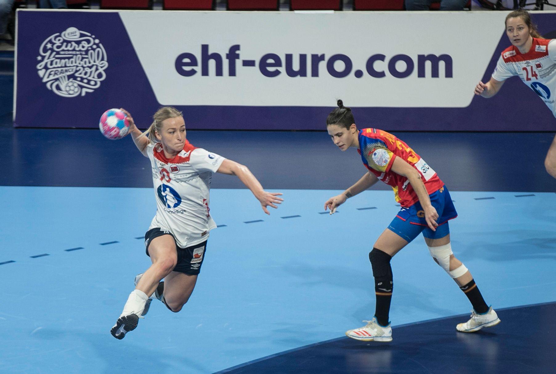 Stine Bredal Oftedal og Norge har fått opp dampen i håndball-EM. Hun ble banens beste og toppscorer i denne kampen.