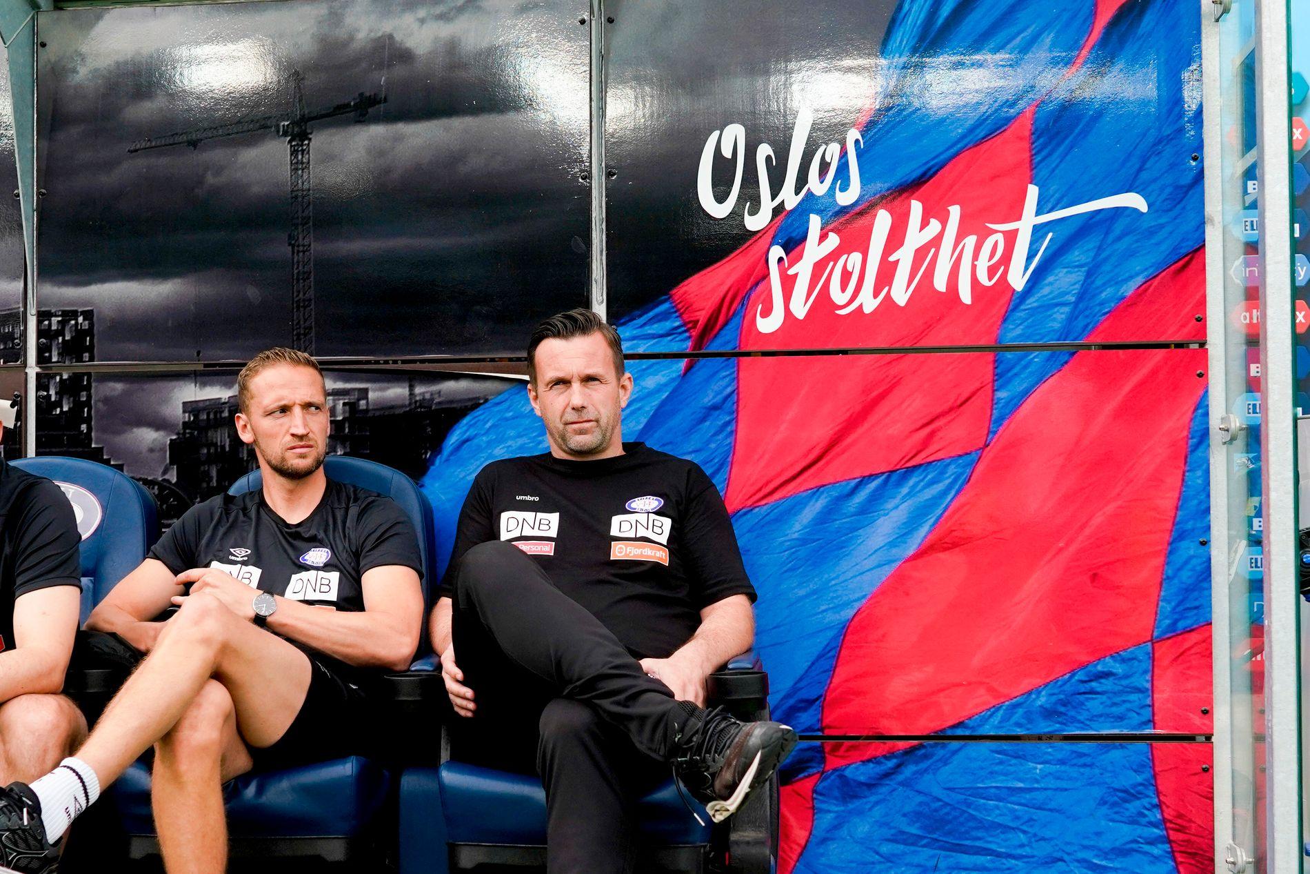 Ronny Deila på benken under kampen mot Sarpsborg 08.