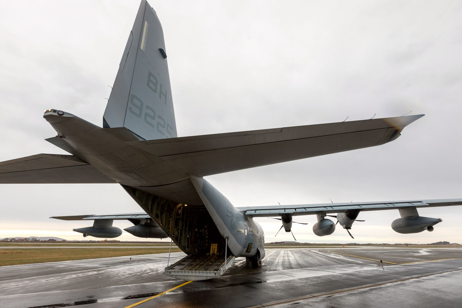 US Marines c-130 transportfly under Trident Juncture, den store NATO-øvelsen. Bildet er fra Ørlandet. Forsvarsdepartementet sier at Russland forstyrret GPS-signalene i perioden mellom 16. oktober og 7. november, og at det er bakkestyrker på Kolahalvøya som står bak. Foto: Gorm Kallestad / NTB scanpix
