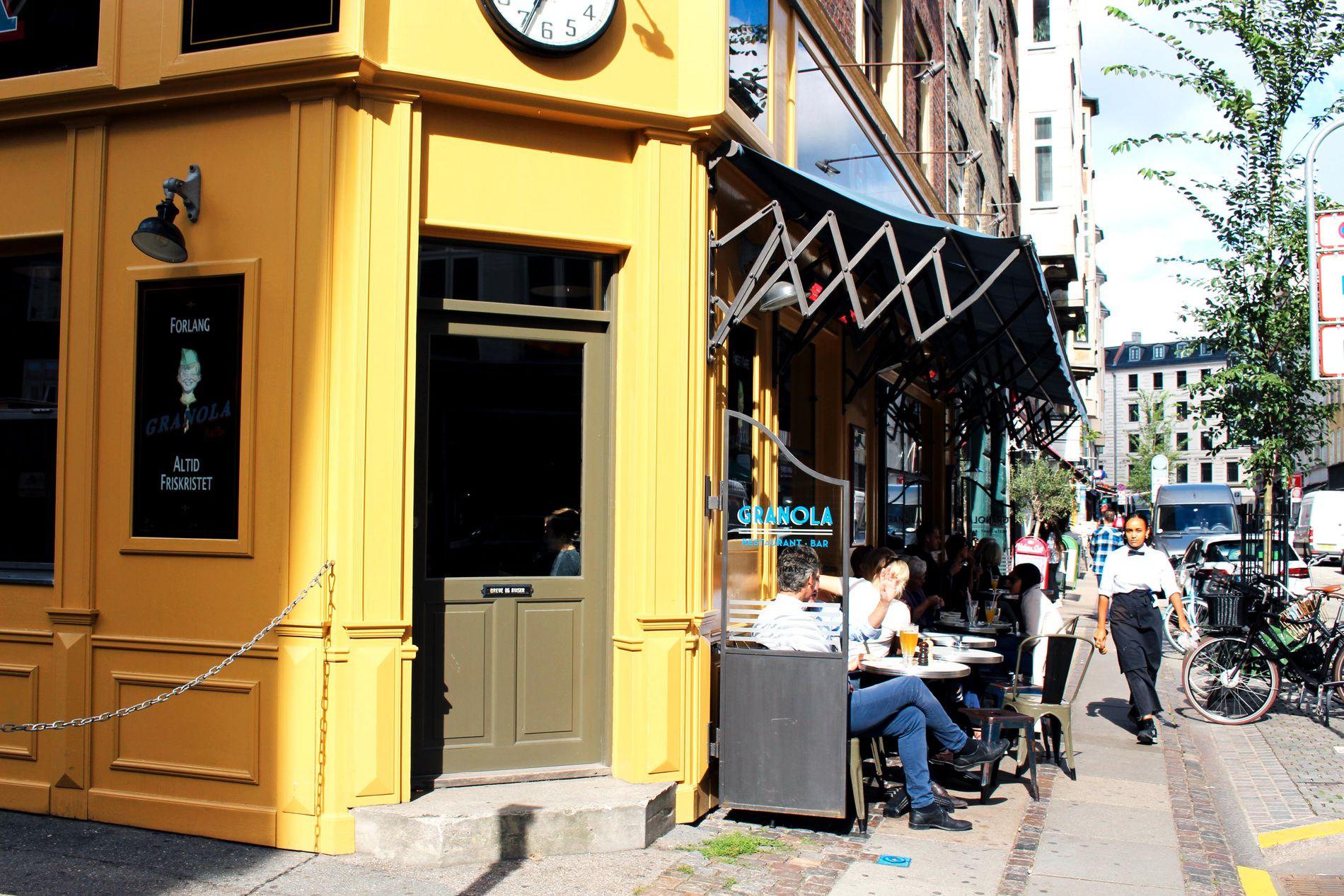 FRANSKE FØLELSER: Værnedamsvej i Vesterbro er en koselig, fransk gate. Vi inntok frokosten på Granola, men det finnes flere kafeer og restauranter å velge blant i gaten.