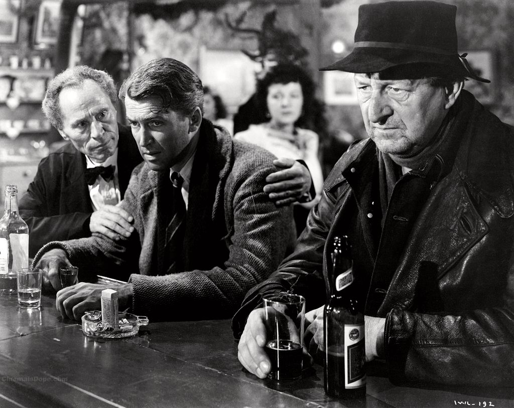 JULETRADISJON: Det er jul, livet har gått av skinnene og George (James Stewart) søker tilflukt i en bar. Han burde nok heller gått på Cinemateket.