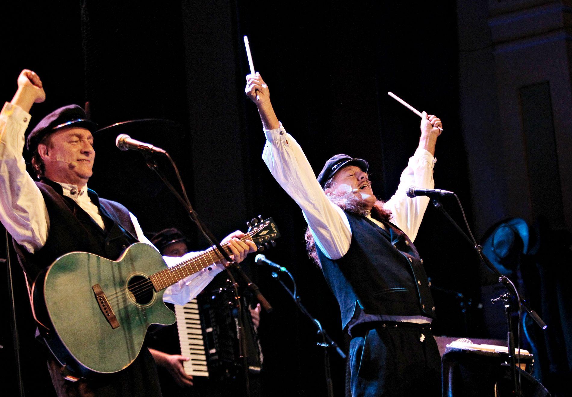 SHOW: Slik er vi blitt vant til å se Tor Endresen og Bjørn Jensen på scenen som Ausekarane.