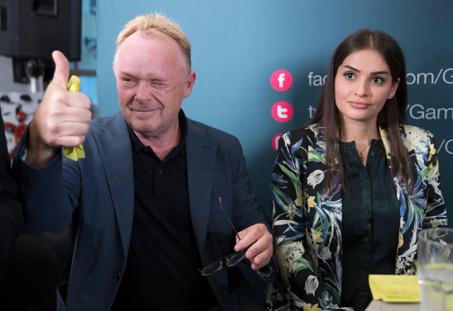 TOMMEL OPP: Per Sandberg (Frp) gjekk av som fiskeriminister 13. august klokka 15.00. Her er han og Bahareh Letnes i Arendal nokre timar seinare same dag.