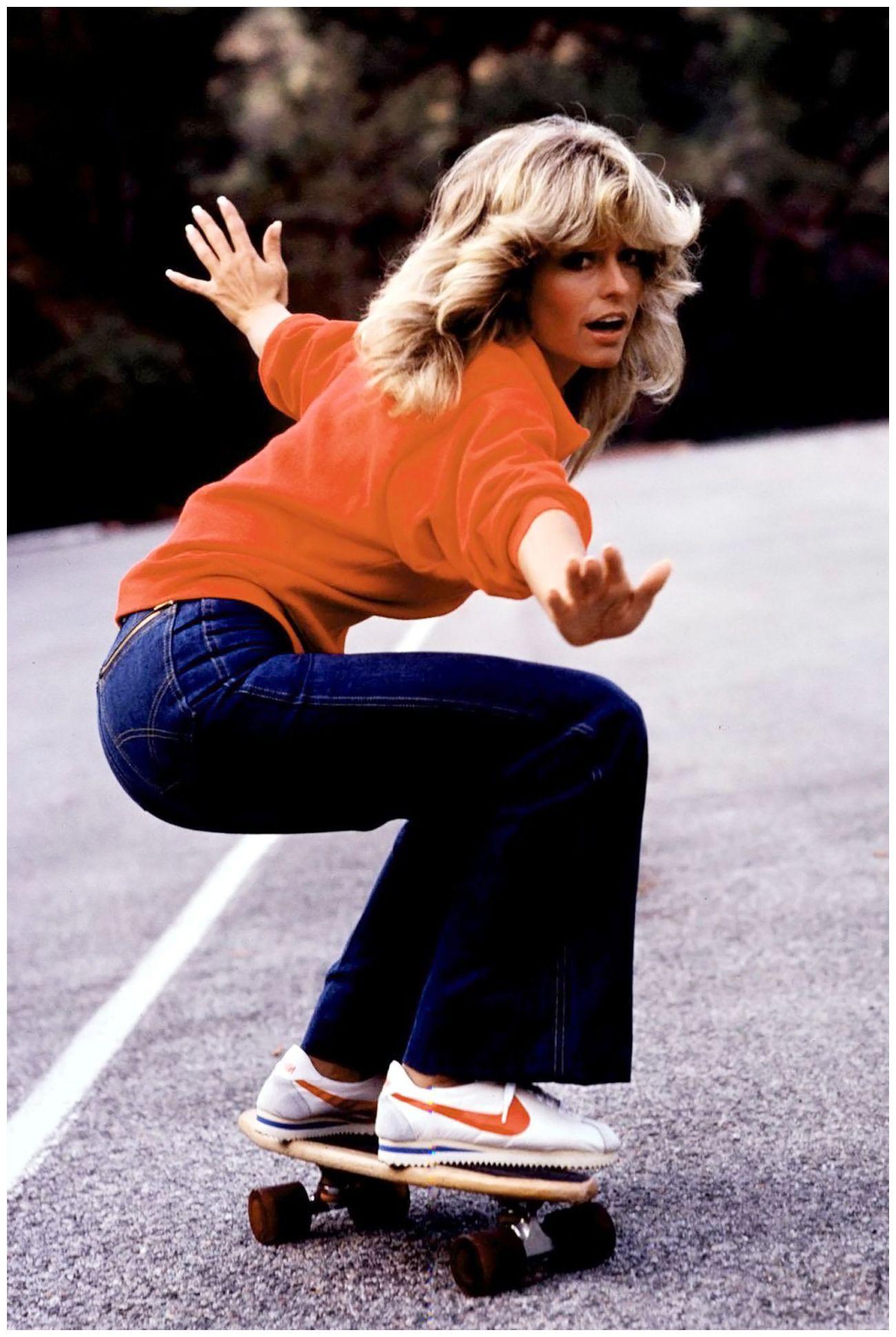IKONISKE: En av grunnene til at Nike-skoene ble så populære var på grunn av alle kjendisene som brukte dem, blant annet ikoniske Farrah Fawcett (bildet) som spilte i Charlie´s Angels på midten av 70-tallet. Senere har også Will Smith, Roger Federer, Michael Jackson og Kanye West latt seg avbilde i skoene.
